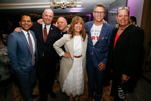 WASHINGTON, DC - MAY 09: (L-R) Optune Chief Commercial Officer Pritesh Shah, Rep. Dan Kildee (D-MI), Actor Dean Norris, CEO of The Creative Coalition Robin Bronk, Actor Tim Daly and National Endowment of the Arts Acting Chairman Mary Anne Carter at the Creative Coalition's 2019 #RightToBearArts Gala Presented By Optune on May 09, 2019 in Washington, D.C. (Photo by Paul Morigi/Getty Images The Creative Coalition) ORG XMIT: 775330972 ORIG FILE ID: 1148120320