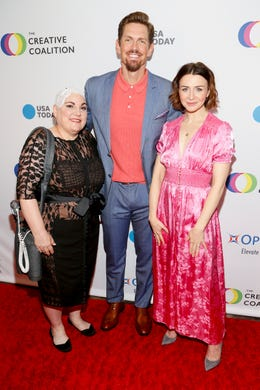 WASHINGTON, DC - MAY 09: (L-R) Optune Patient Ambassador Lisa Bruce, Actor Steve Howey and Actress Catherina Scorsone at the Creative Coalition's 2019 #RightToBearArts Gala Presented By Optune on May 09, 2019 in Washington, D.C. (Photo by Paul Morigi/Getty Images The Creative Coalition) ORG XMIT: 775330972 ORIG FILE ID: 1148120174