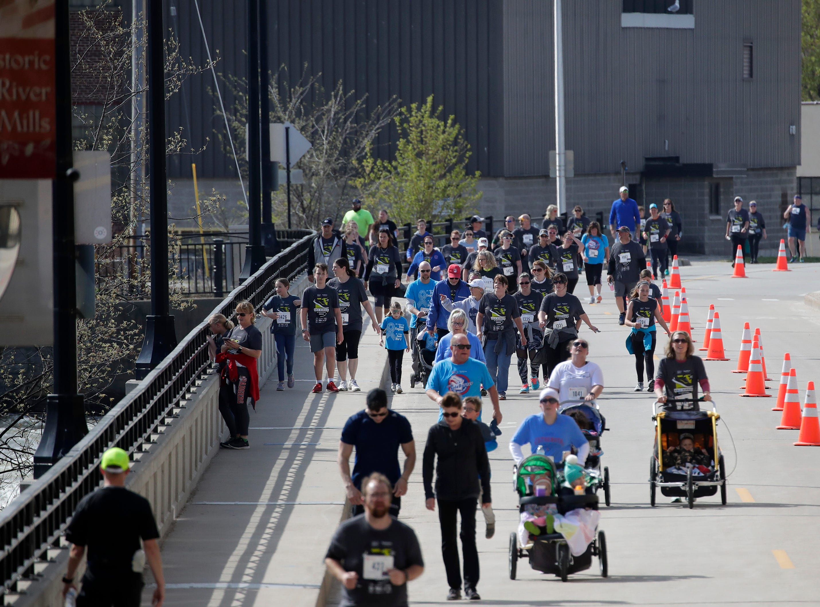 Participants in the Sole Burner 5K Walk-Run make their way across the Olde Oneida Street Bridge Saturday, May 11, 2019, in Appleton, Wis. Danny Damiani/USA TODAY NETWORK-Wisconsin
