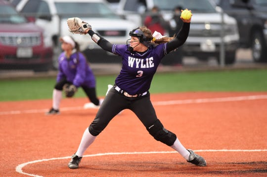 Wylie pitcher Kaylee Philipp (3) delivers during Game 1 of the Region I-5A quarterfinal series against Lubbock Coronado in Hermleigh on Friday, May 10, 2019. The Lady Bulldogs fell 7-2.
