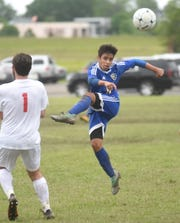 Mountain Home's Vini Arrelaro passes the ball against Maumelle on Friday at Searcy.