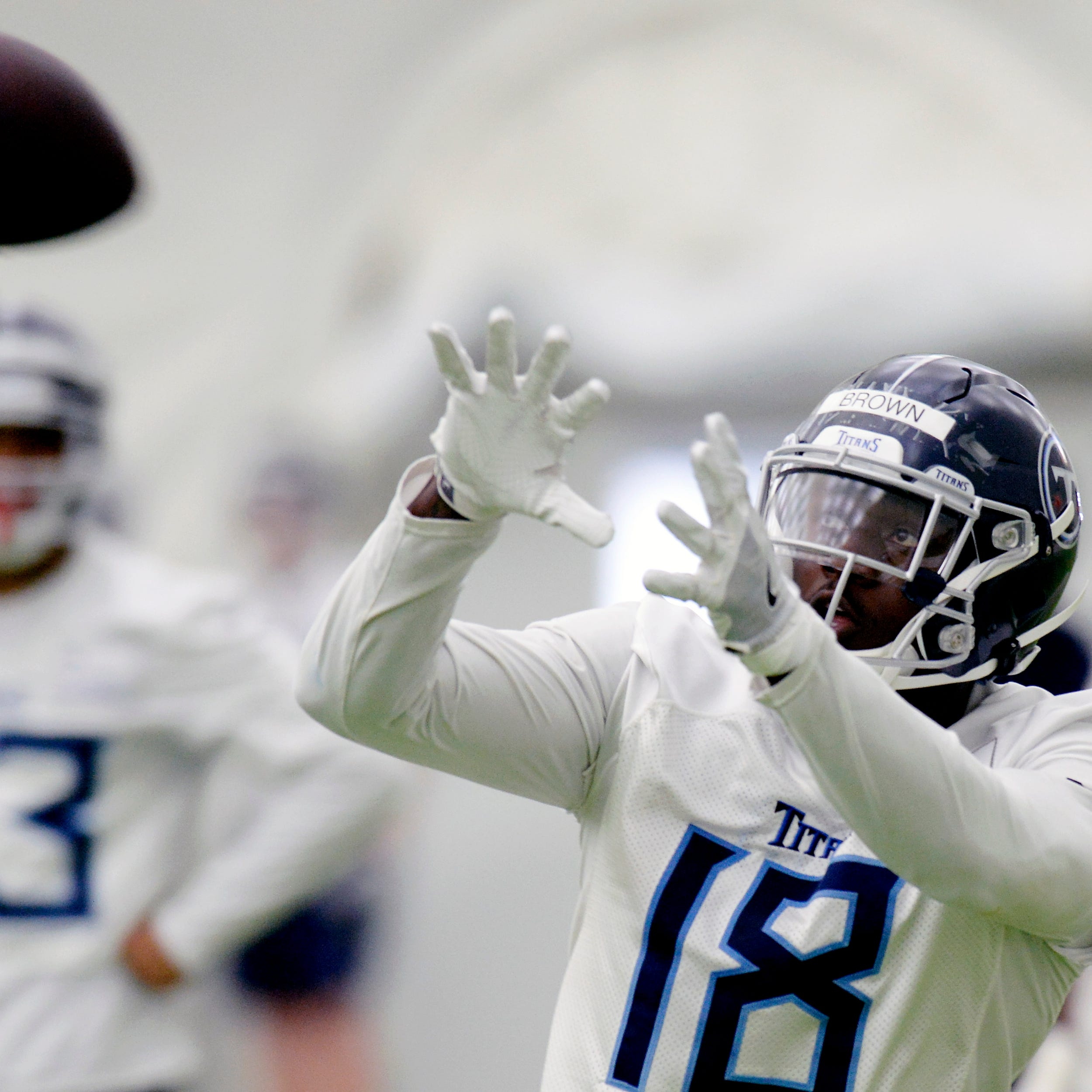 Titans rookie minicamp: No Jeffery Simmons, receiver A.J. Brown looks like an linebacker