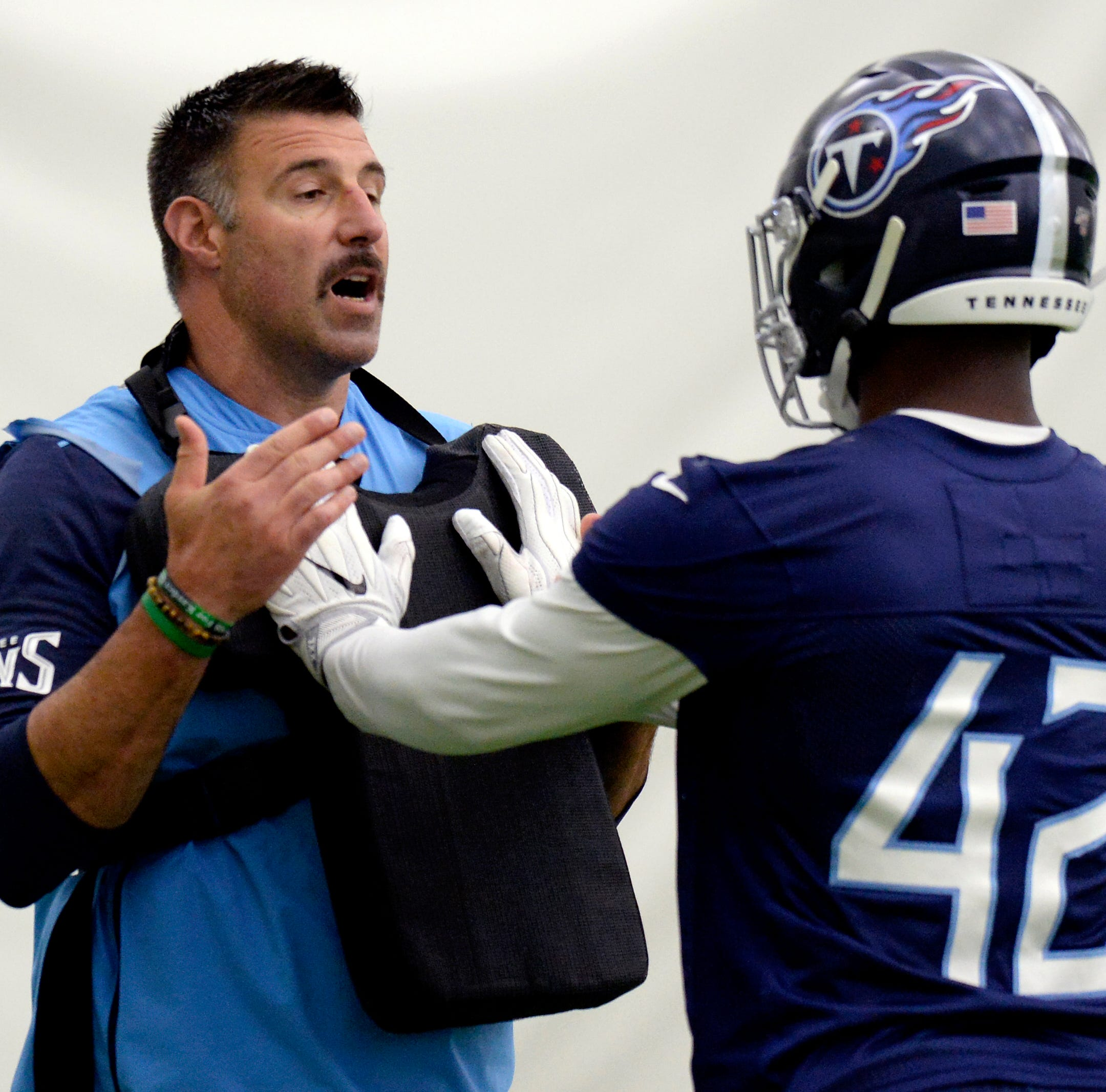 Titans' D'Andre Walker gets one-on-one treatment from Mike Vrabel
