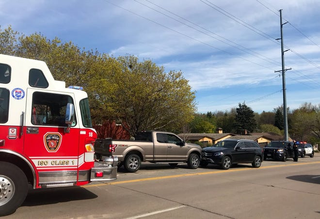 Police responded to a a car crash around 4:47 p.m. when a southbound 2018 Ford F-150 collidedhead-on with a northbound 2017 Mercedes SUV on Kiwanis Avenue, according to a press release.