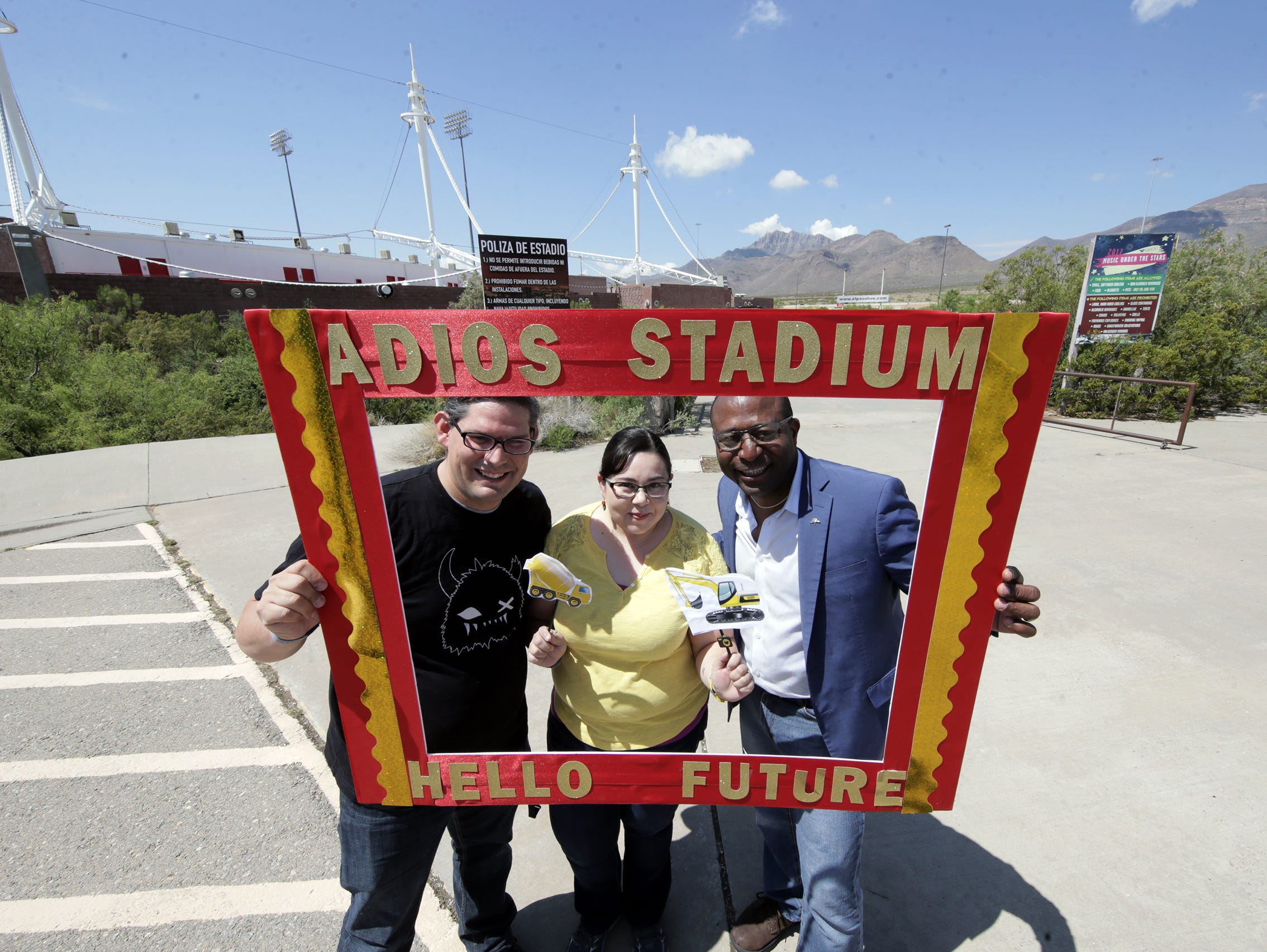 Saturday was a day of goodbyes for fans of Cohen Stadium as the city of El Paso held Selfie Day at Cohen Stadium to give El Pasoans a chance to say goodbye to the former home of the El Paso Diablos. The event included 25-cent hot dogs, harkening back to the days of Diablo baseball.