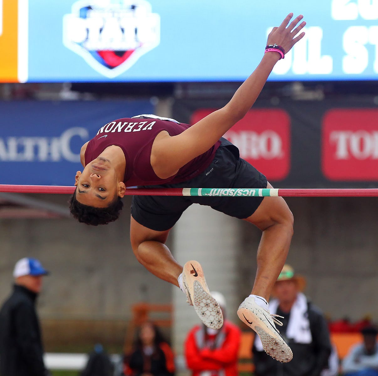UIL track: Vernon's Garza grabs silver medal in gripping 4A high jump; Warren nabs bronze