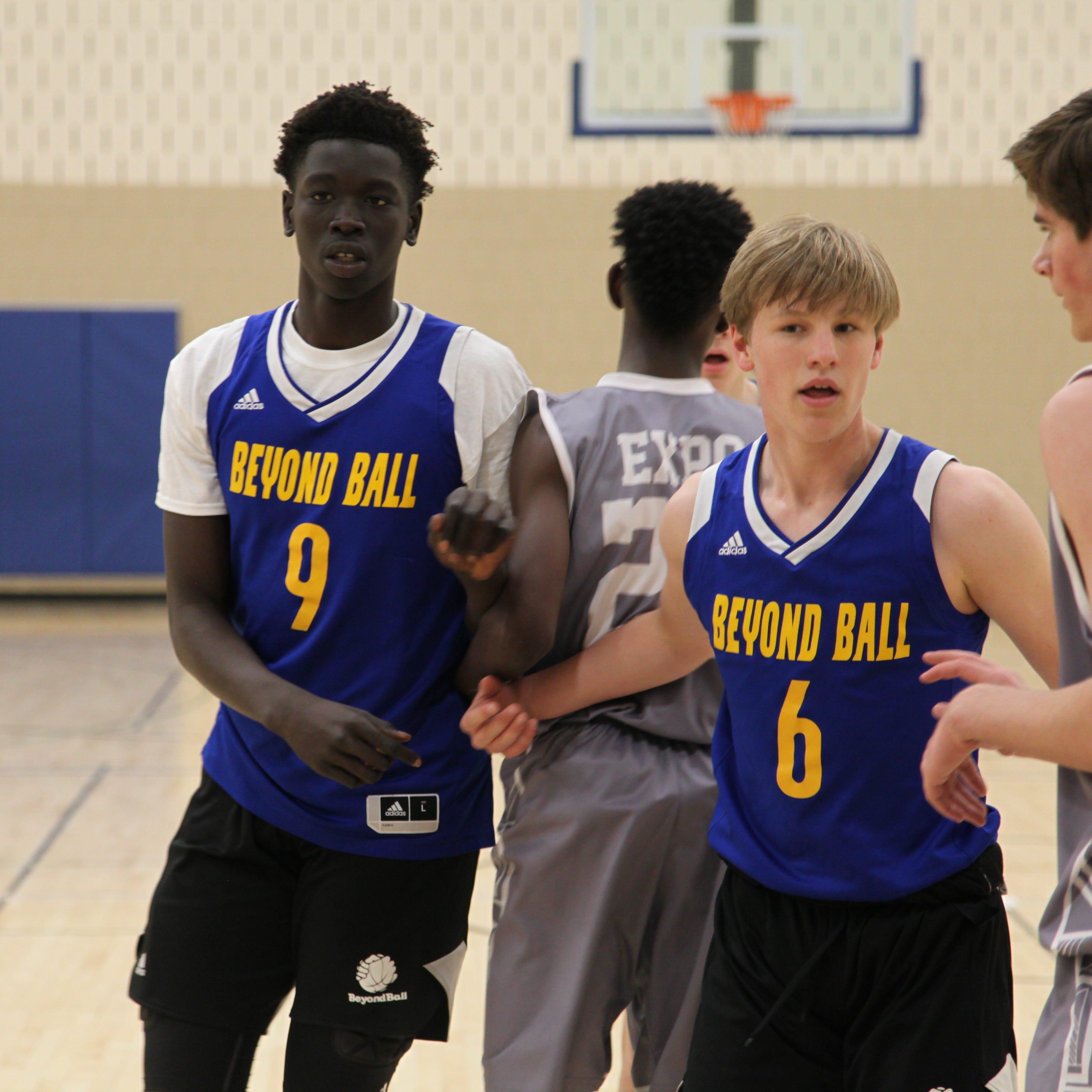 Nationally ranked basketball phenom Omaha Biliew will play at Dowling Catholic