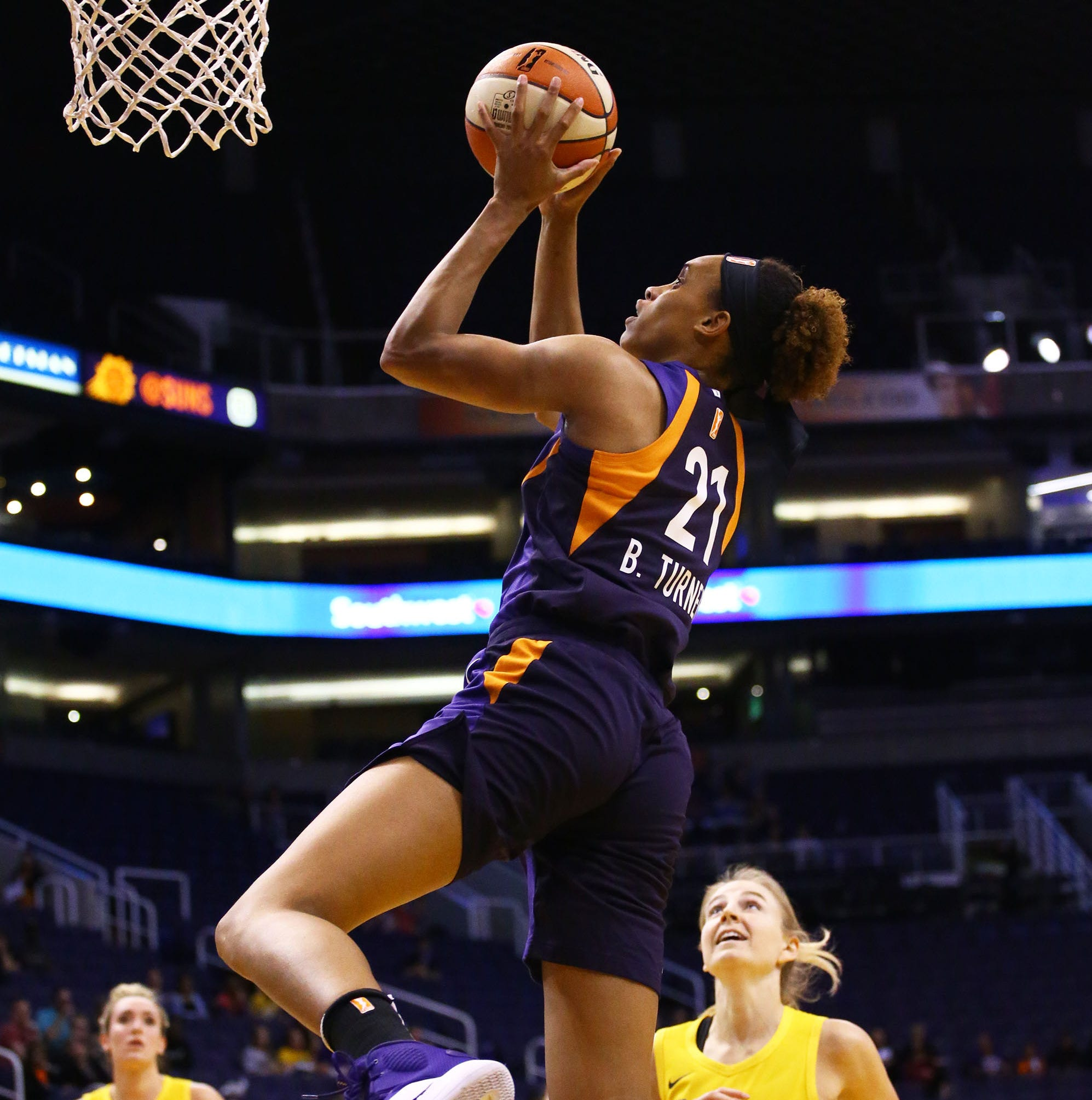 Phoenix Mercury rookies come up big in fourth quarter of preseason debut