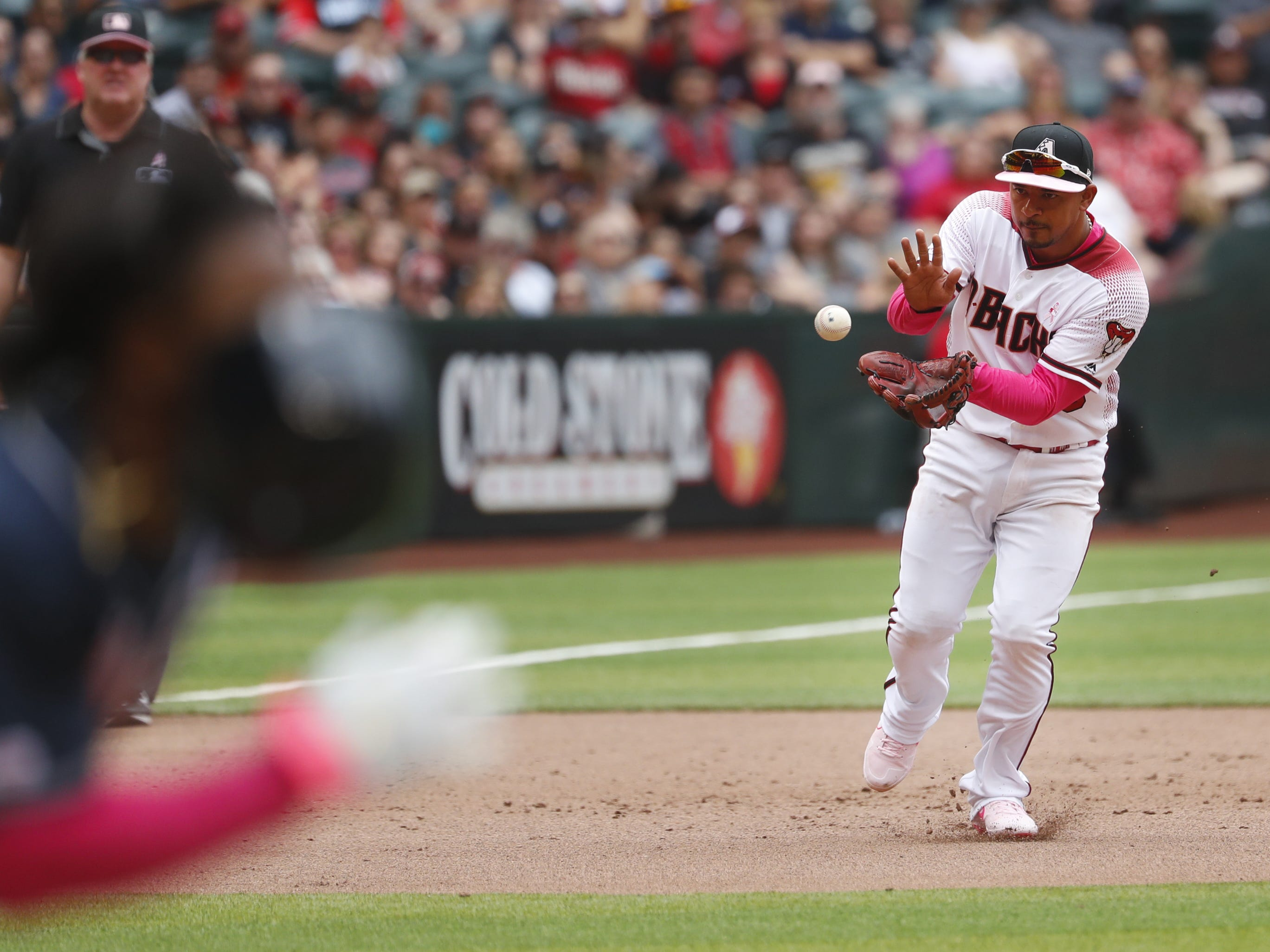Diamondbacks' Eduardo Escobar fields a ground ball against the Braves during the seventh inning at Chase Field in Phoenix, Ariz. on May 12, 2019.