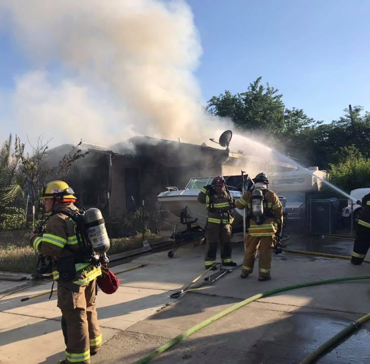 Tulare County firefighters battle two-alarm blaze in Exeter, 3 injured