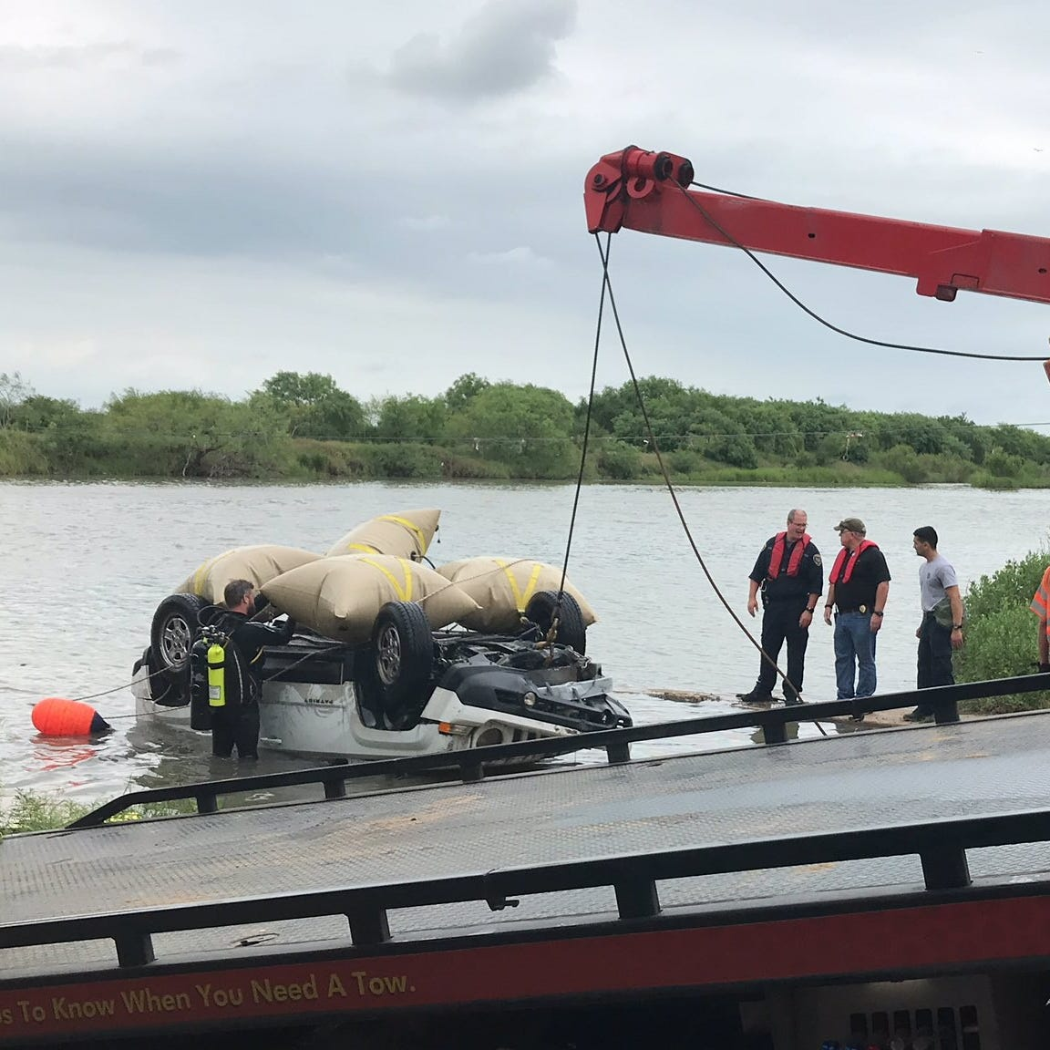 UPDATE: Man's body found by Corpus Christi police in vehicle that crashed into river
