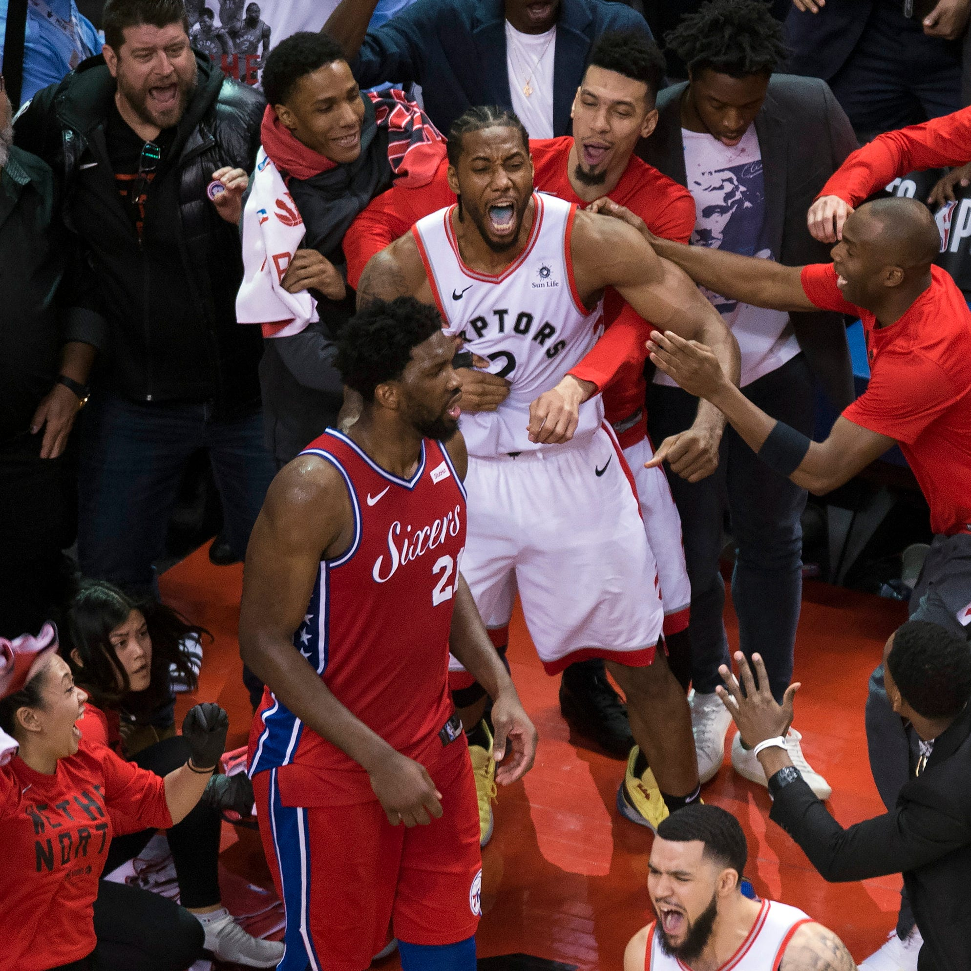 Sunday's NBA playoffs: Leonard hits bouncer at buzzer, Raptors beat 76ers in Game 7