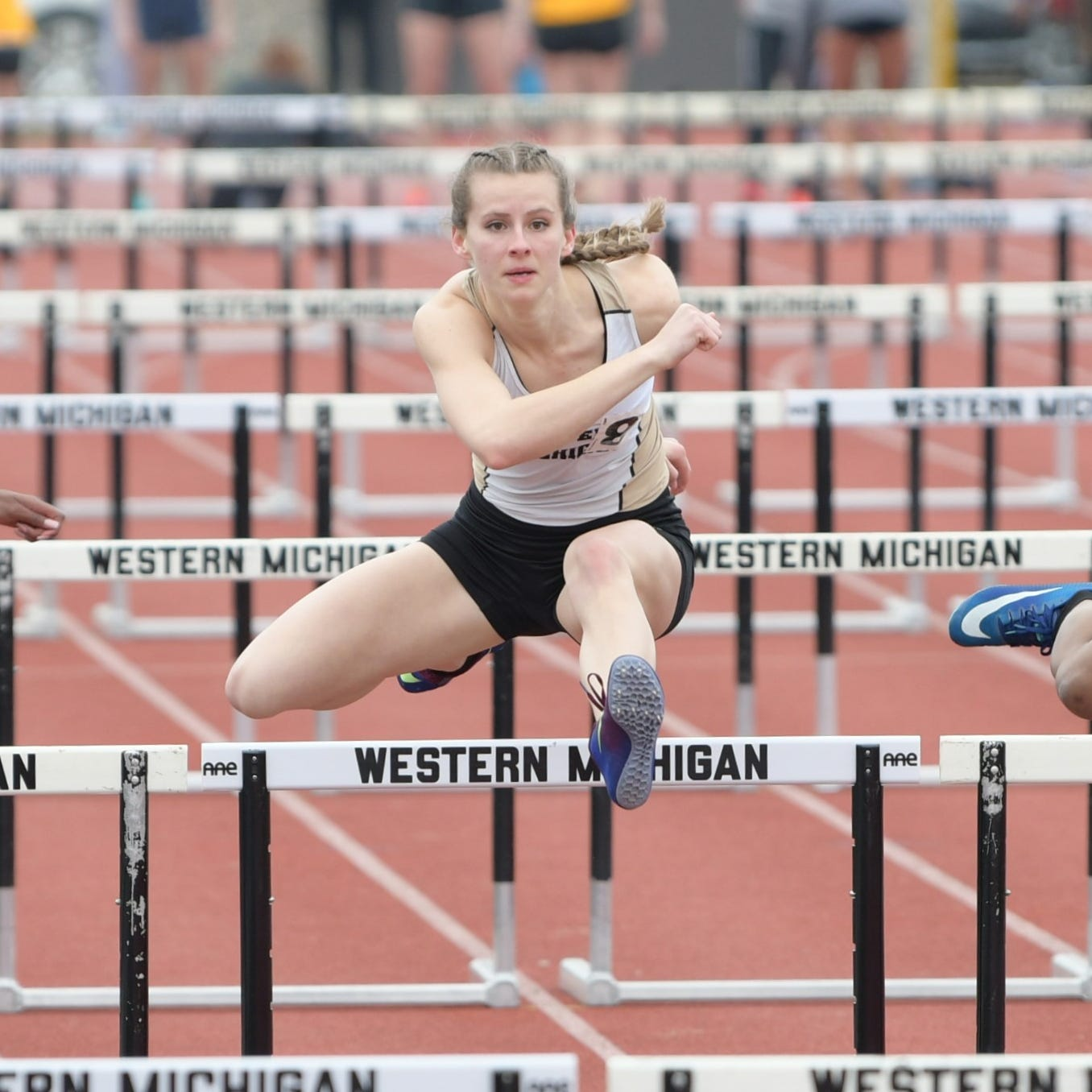 Brighton's Erin Dowd repeats as MAC champ at Western Michigan in 'terrifying' hurdles race