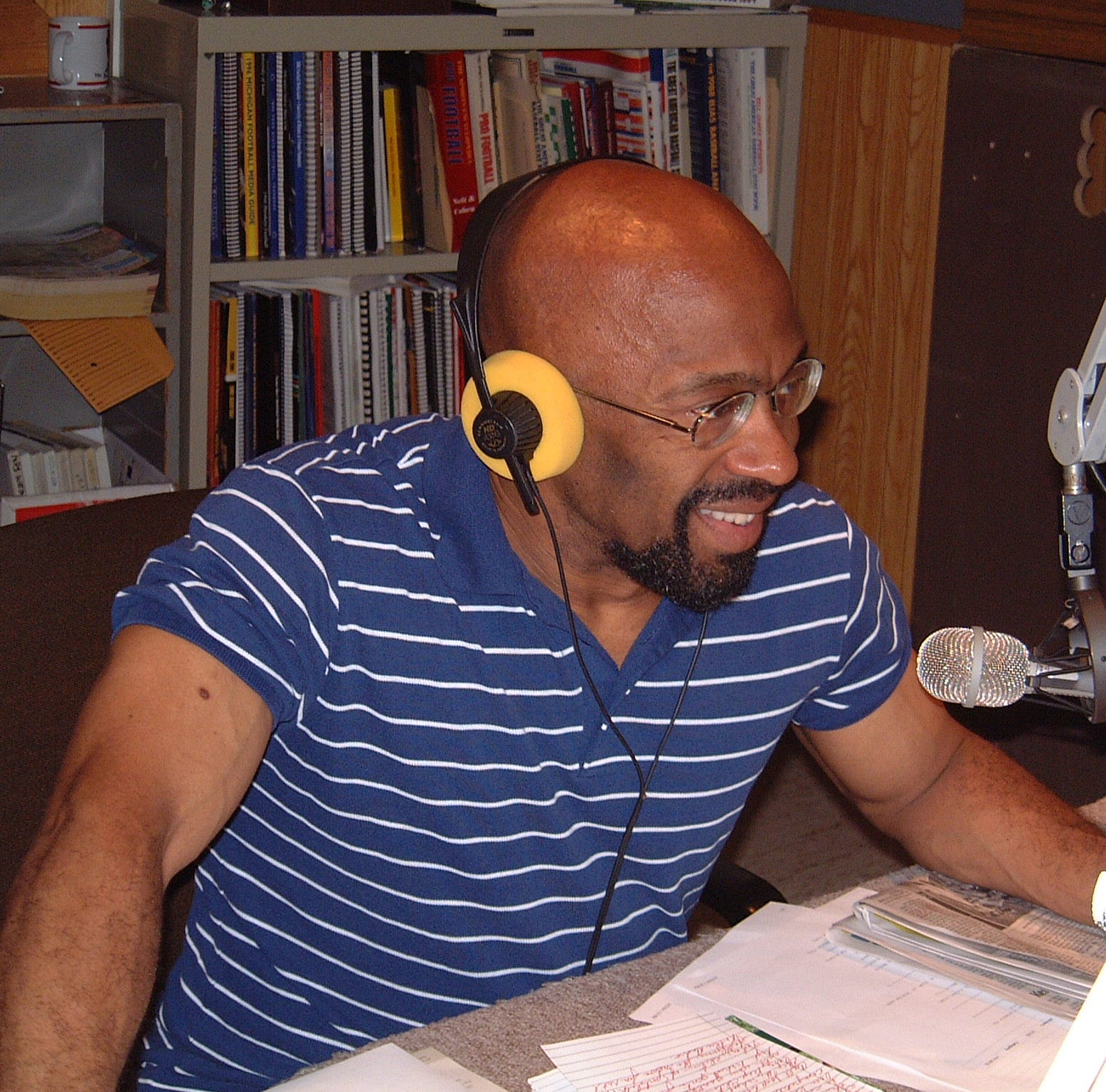 Earle Robinson, veteran WKAR sports radio broadcaster at MSU, passes away. He was 71