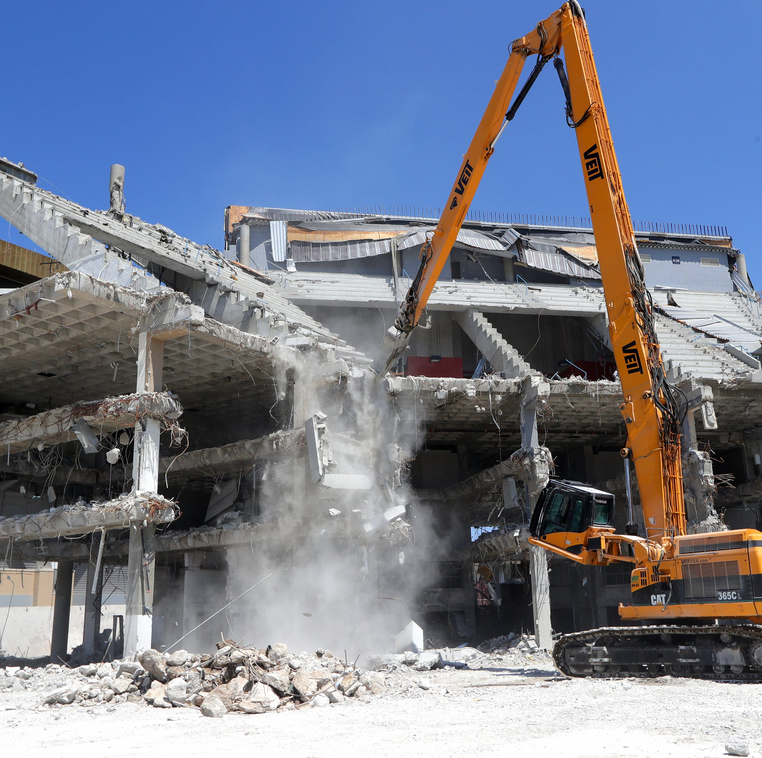 Stingl: For the Bradley Center demolition crew, the fun is in turning an arena into rubble