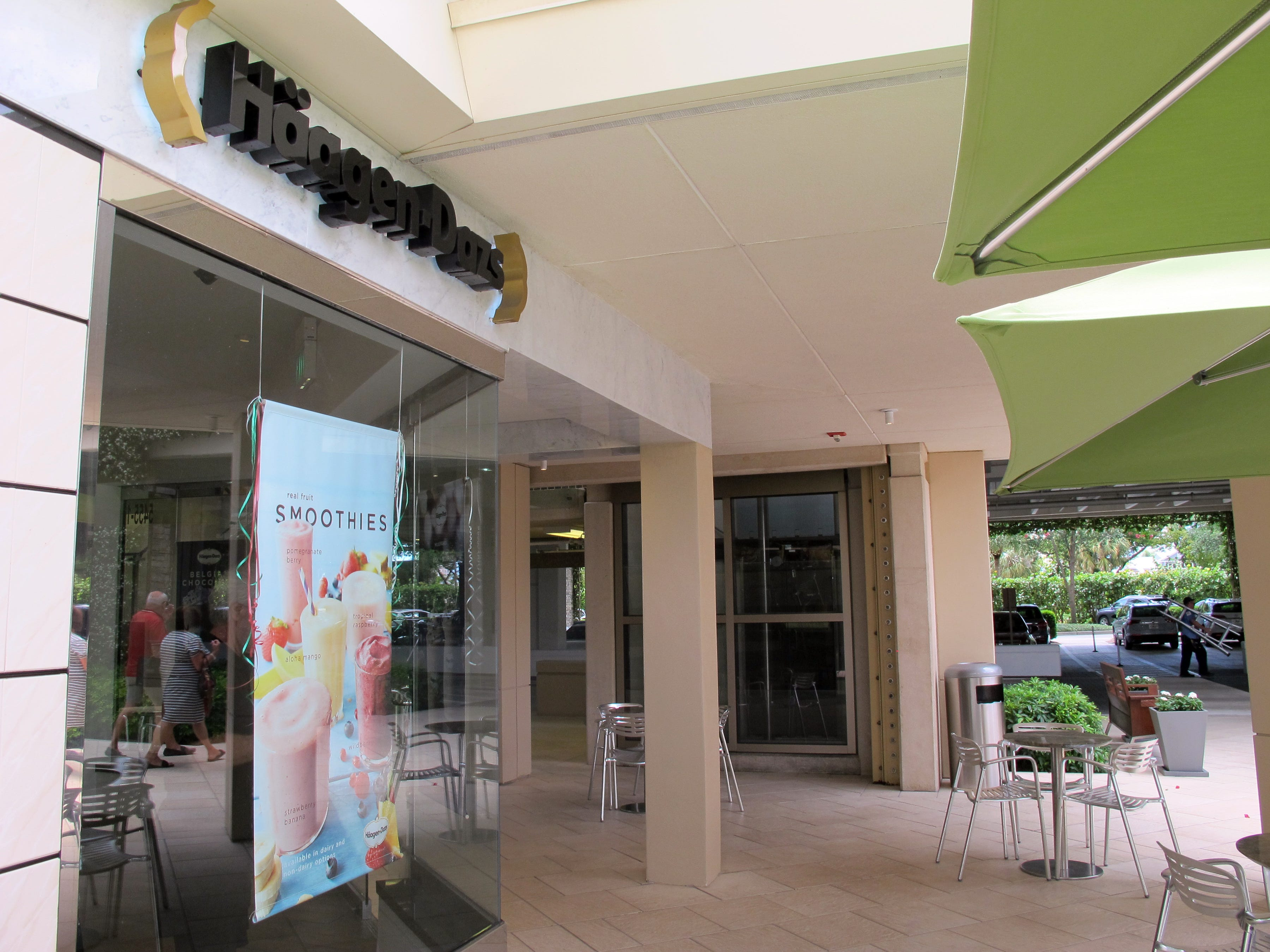 Coffee drinks at Häagen-Dazs provide a coffee shop alternative to the shuttered Starbucks at Waterside Shops in Naples.
