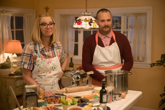 "Lisa Kudrow and Will Forte steal every scene they're in as Amy's parents Charmaine and Doug in ""Booksmart."""