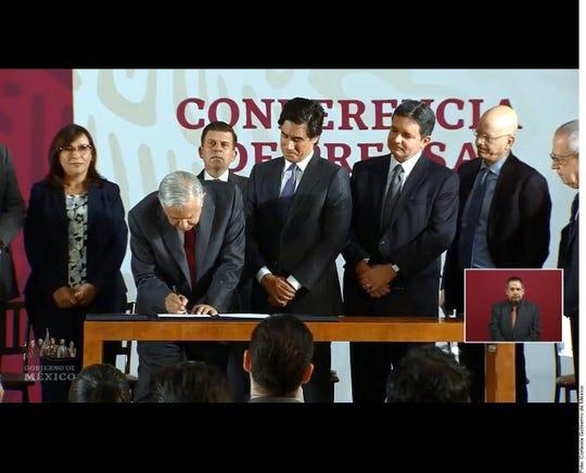 Las 3 entidades bancarias con las que acordó el Gobierno de AMLO para poner a disposición de Pemex un fondo de 8 mil millones de dólares a 5 años, son HSBC, J.P. Morgan y Mizuho.
