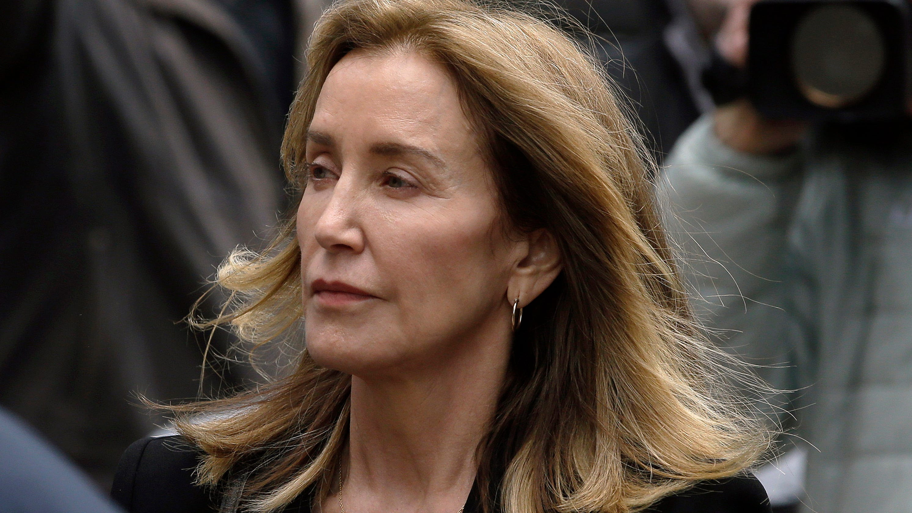 969e7ecfaea Felicity Huffman gets teary; prosecutor recommends 4 months in jail