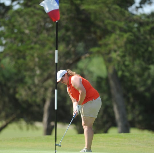 Robert Lee's Aimee Zimmermann putts during the final round of the UIL state girls golf tournament Tuesday.