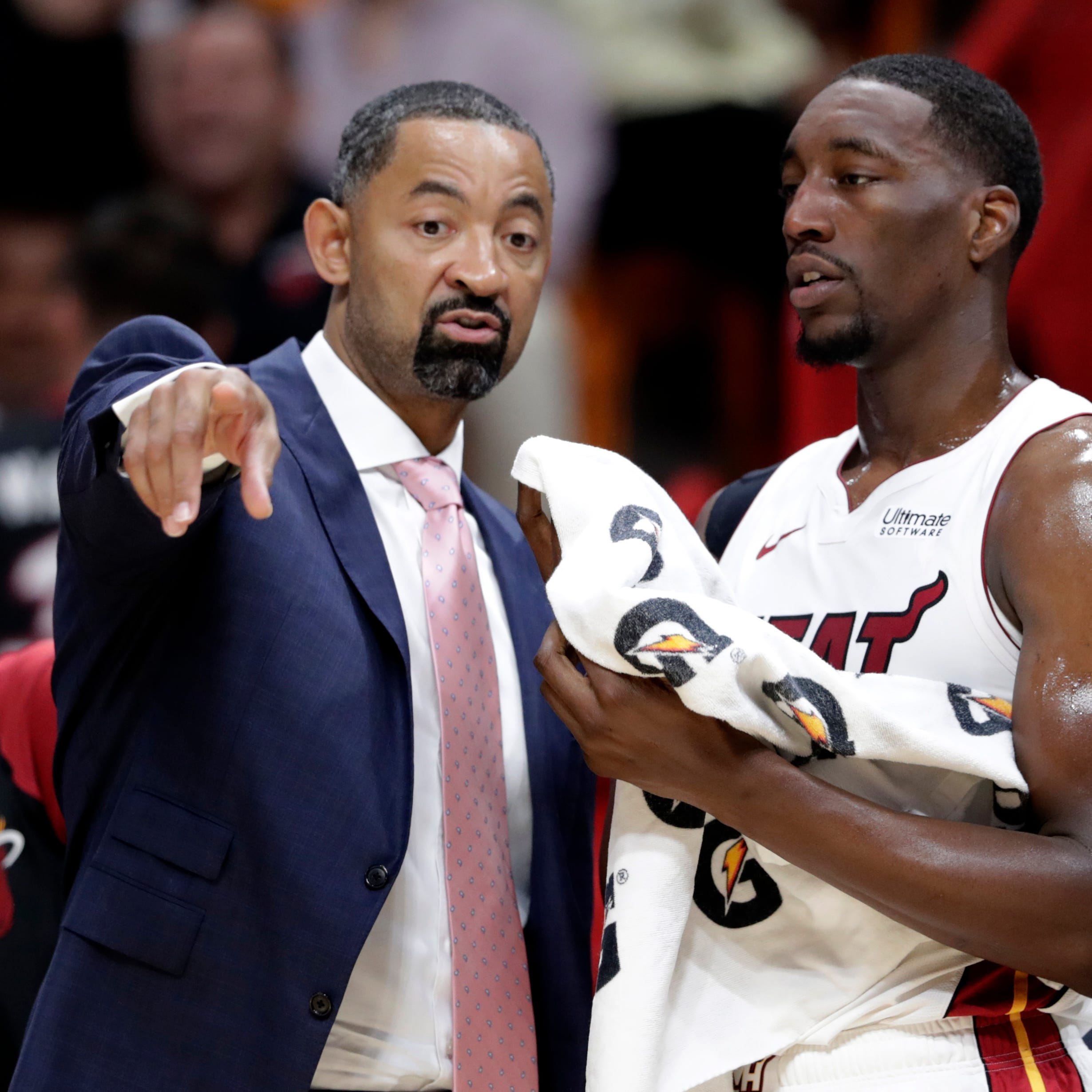 Oddsmakers: Juwan Howard, Chris Beard among early favorites for Michigan job
