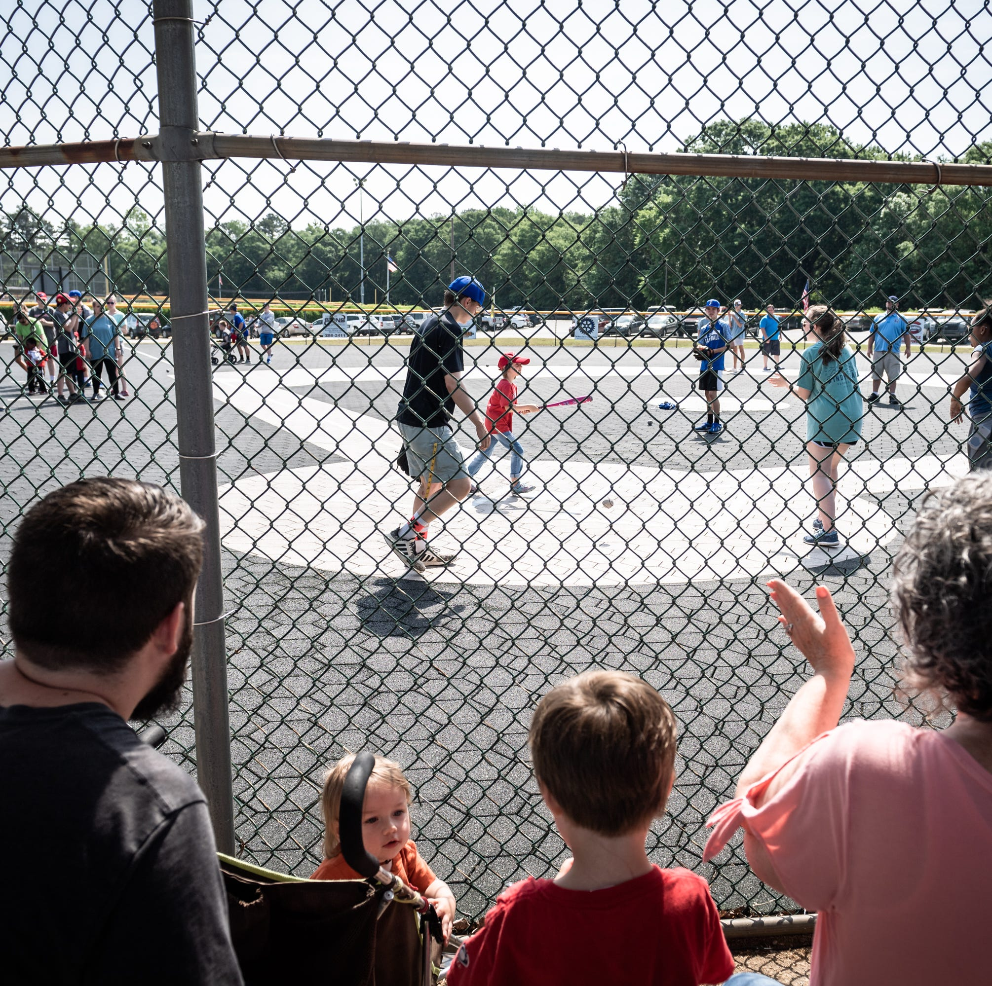 Simpsonville family helps Mauldin Miracle League celebrate 15 years of baseball
