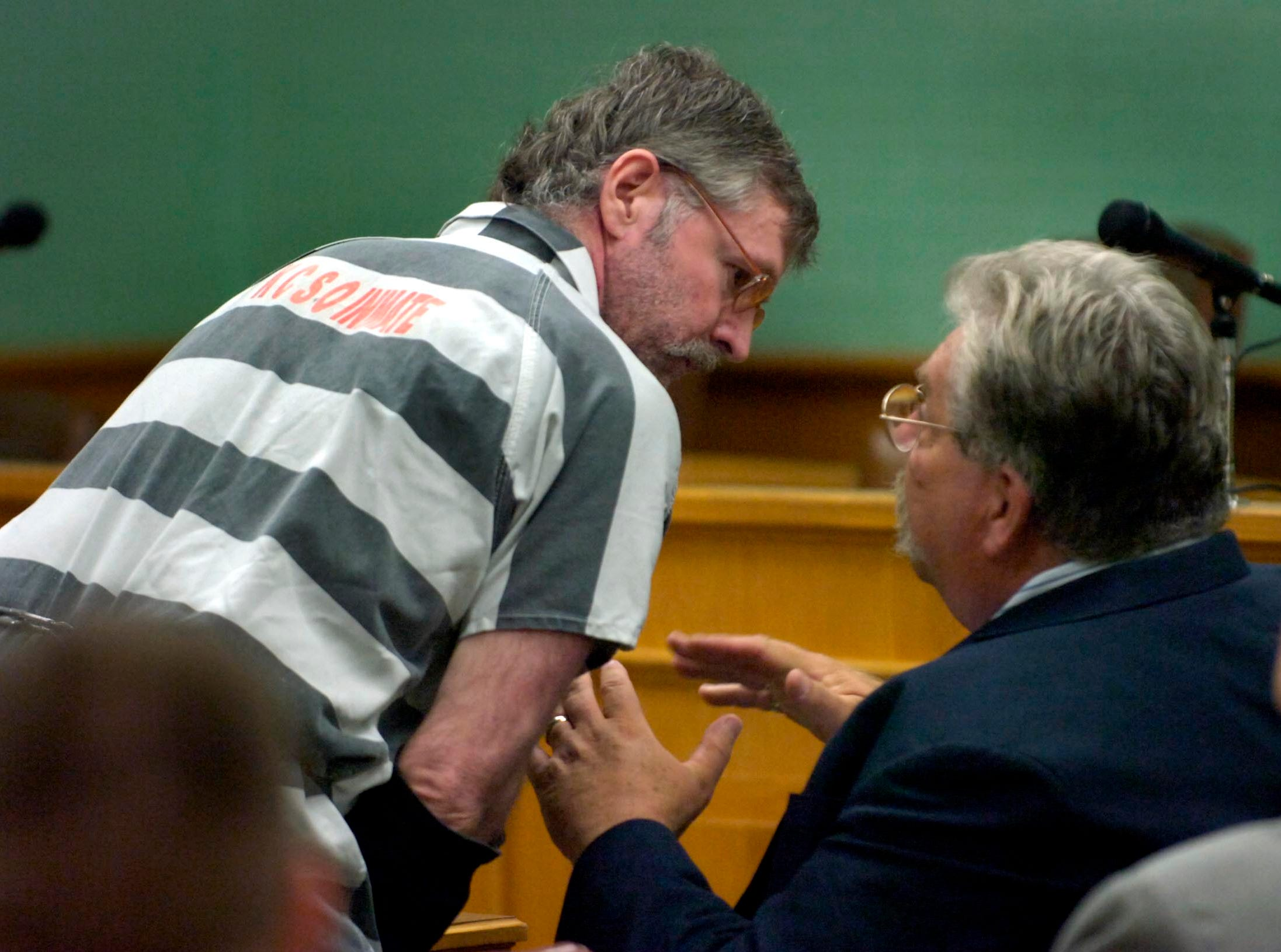 houstons4.MP#8187      MICHAEL PATRICK/NEWS SENTINEL     Rocky Houston talks to his attorney Randy Rogers (right) during a preliminary hearing Thursday morning in Roane County Sessions Court in the deaths of two men on May 11, 2006.
