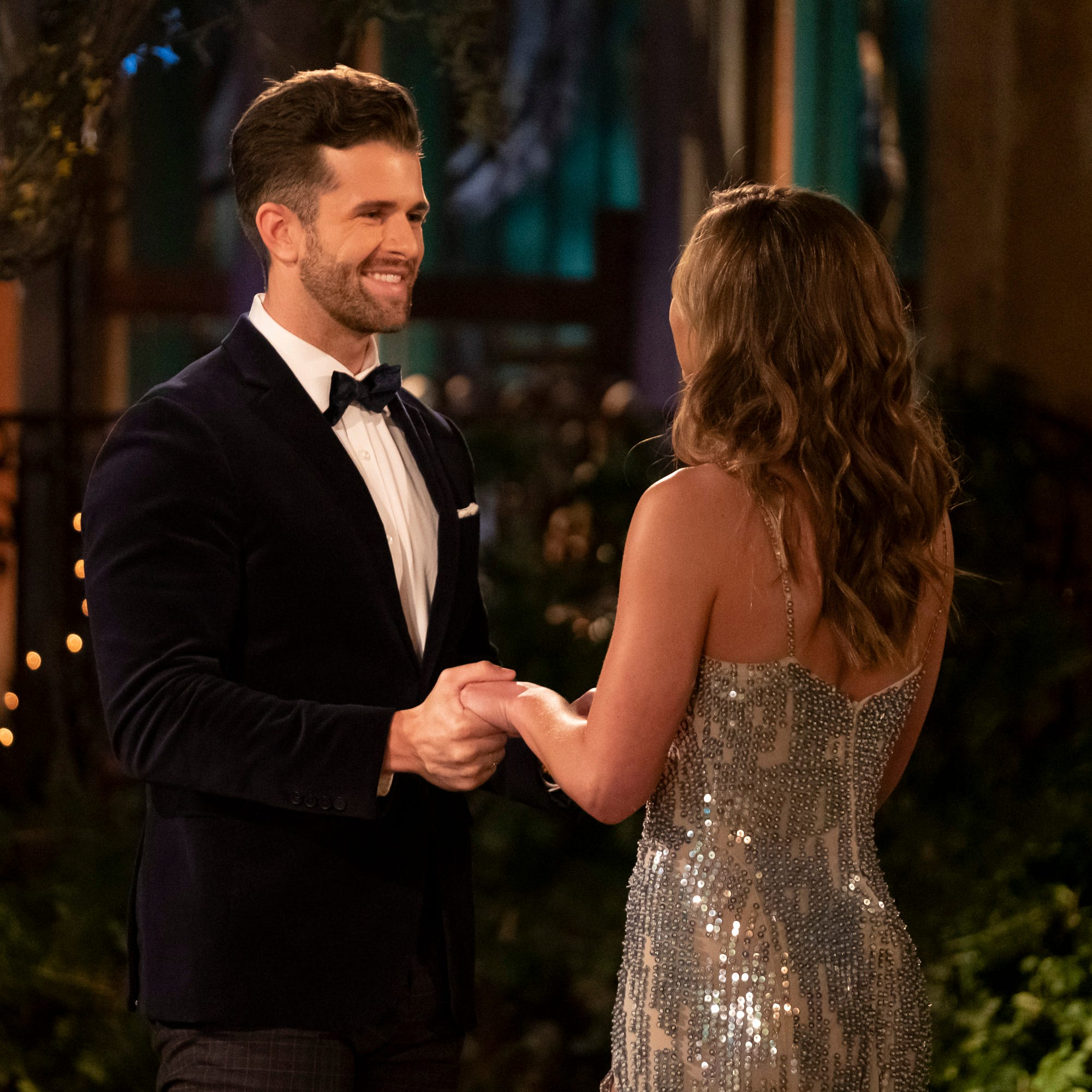 How desperate! Knoxville's Jed Wyatt sings 'Roll Tide' to 'Bachelorette' Hannah Brown