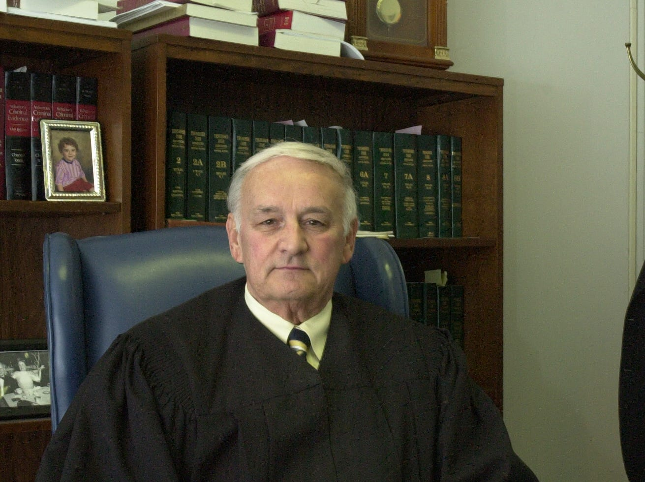 James B. Buddy Scott Jr., who has served as Anderson County's criminal and circuit court judge since 1978, is resigning Friday, Aug. 26, 2005