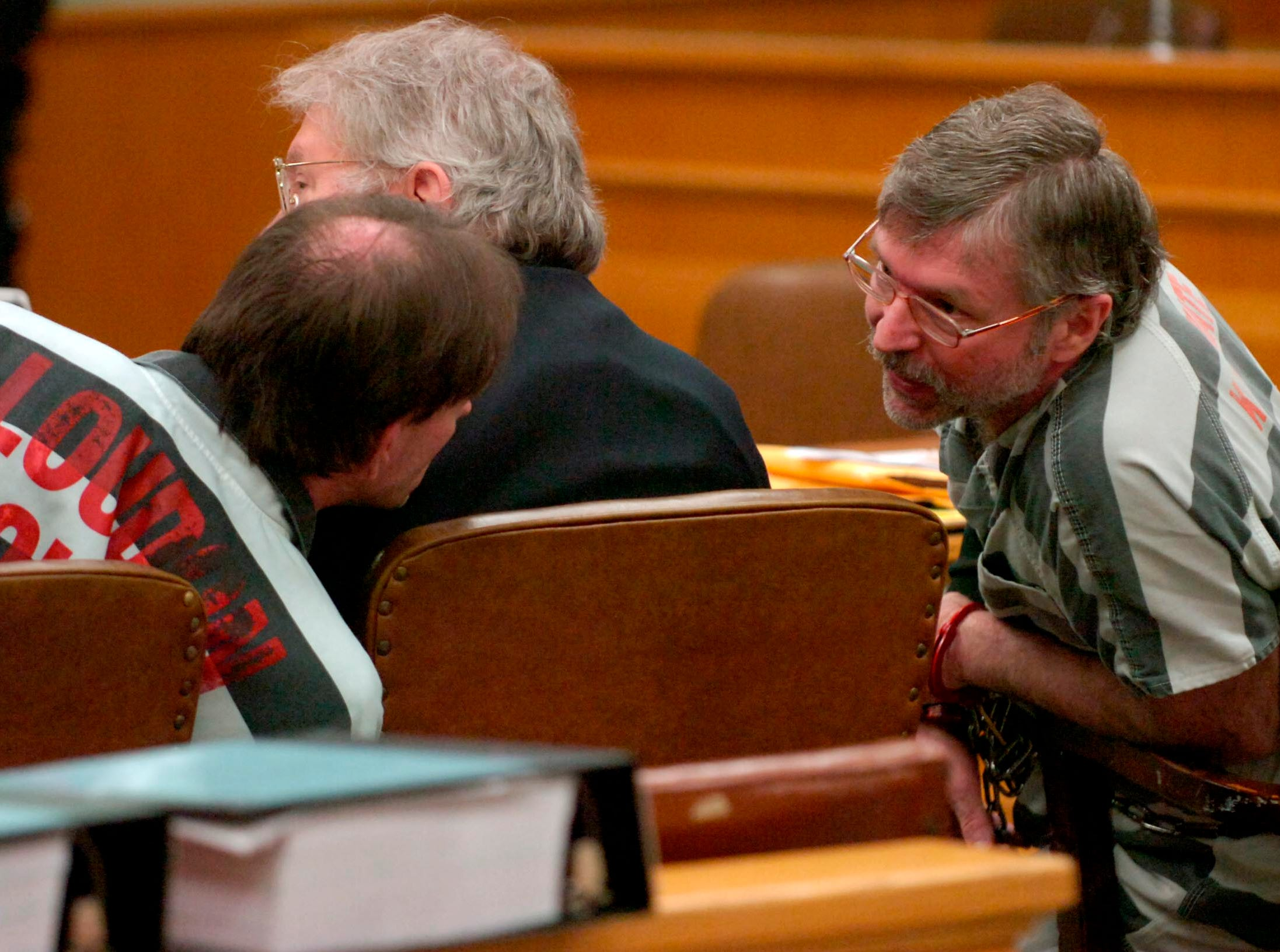 Leon Houston, left, and Rocky Houston, right, talk during their preliminary hearing in Roane County Sessions Court Thursday morning in the deaths of two men on May 11, 2006. Leon's second attorney in between the brothers is Charles Courier.