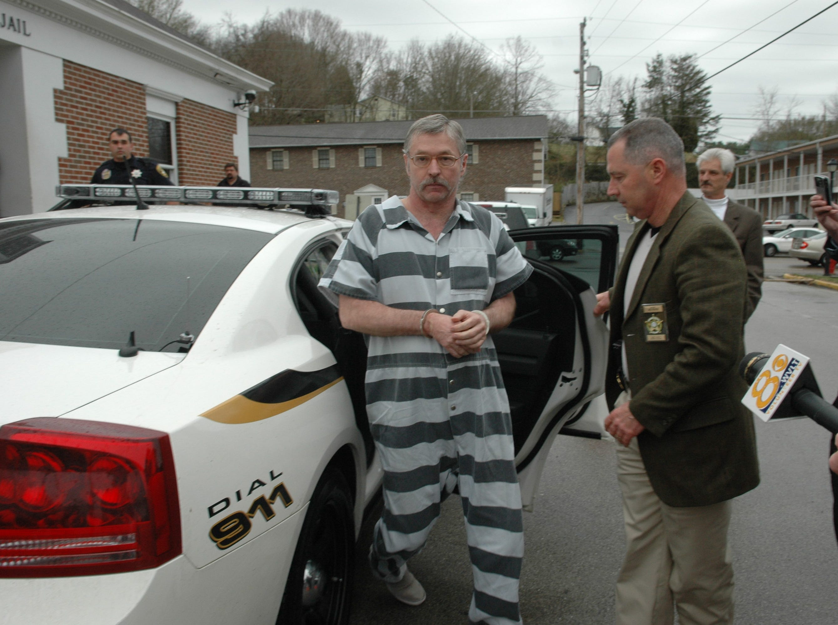 Murder defendent Rocky Houston arrrives at the Roane County jail to be released on bond on Thursday in Kingston. Houston and his brother, Leon, are charged with murder in the deaths of Roane County Deputy Bill Jones and his ride-along Mike Brown in a 2006 shootout.