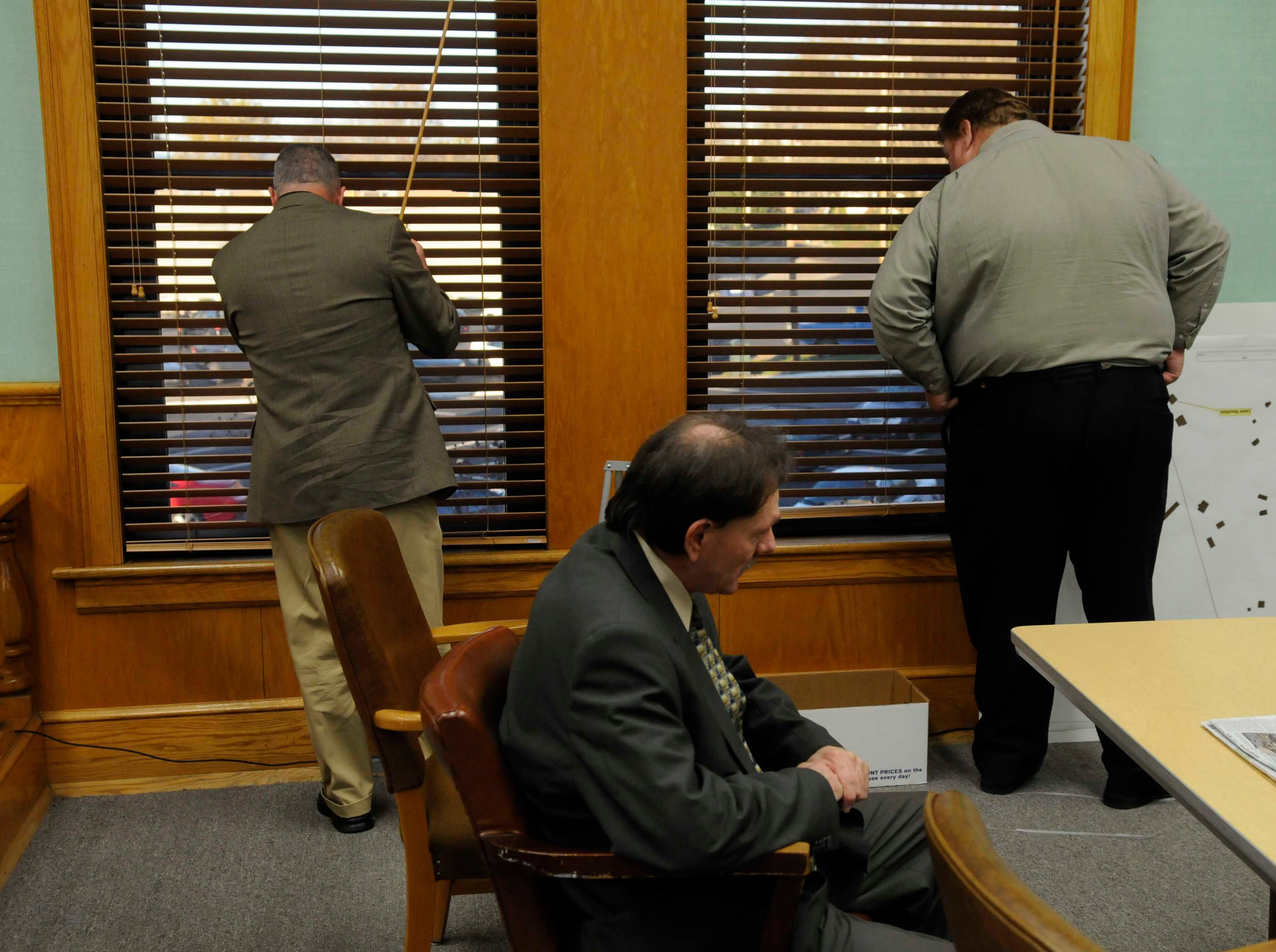 Clifford Leon Houston sits in his seat while Roane County Sheriff Jack Stockton, left, and private investigator Kenny Coleman, right, check to see that all the victims families have left the parking lot of the courthouse. Houston was found not guilty Thursday, Nov 12, 2009 of any charges in the May 2006 deaths of Roane County Sheriff's Office Deputy William Birl Jones, 53, and his ride-along friend Gerald Michael Brown, 44.
