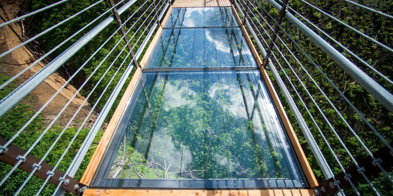 Gatlinburg Skybridge What Made A Glass Panel Crack