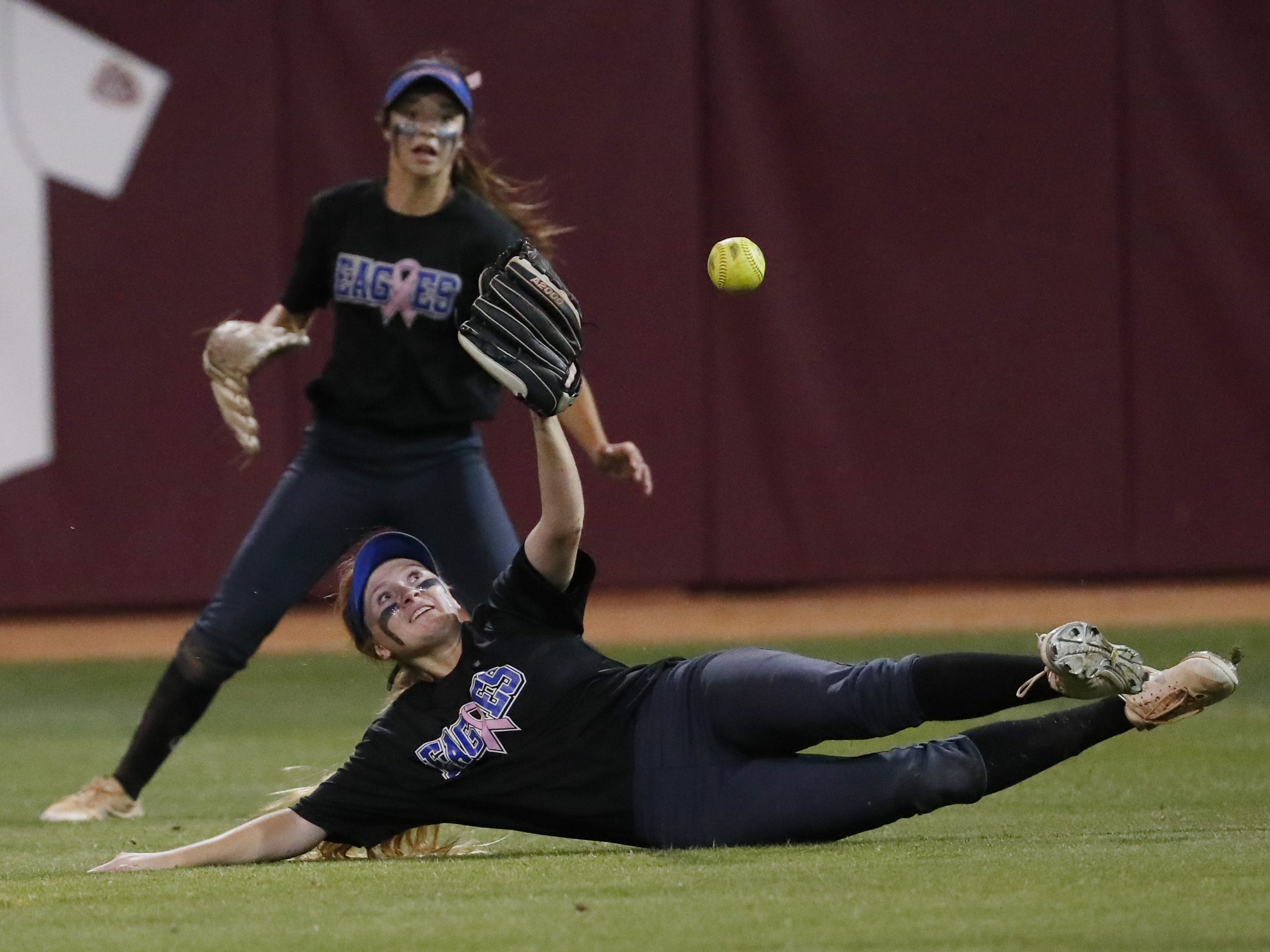 Sandra Day O'Connor center fielder Kirsten Norris (7) slides unsuccessfully for a fly ball by Pinnacle during the 6A State Softball Championship in Tempe, Ariz. May 13, 2019.