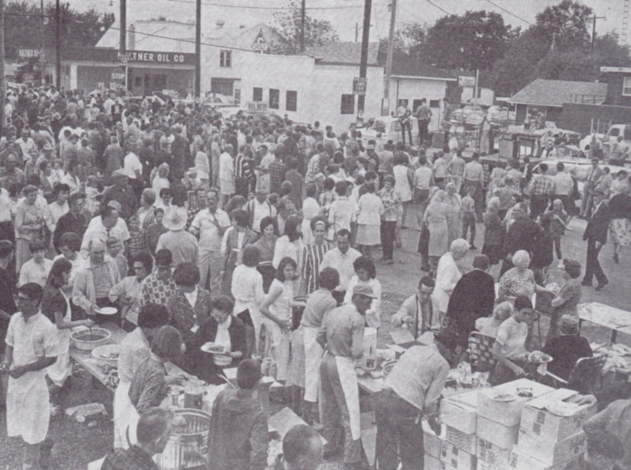 The Sucker Day crowd in 1968.  A vintage Sucker Days photo from the city of Nixa's collection.