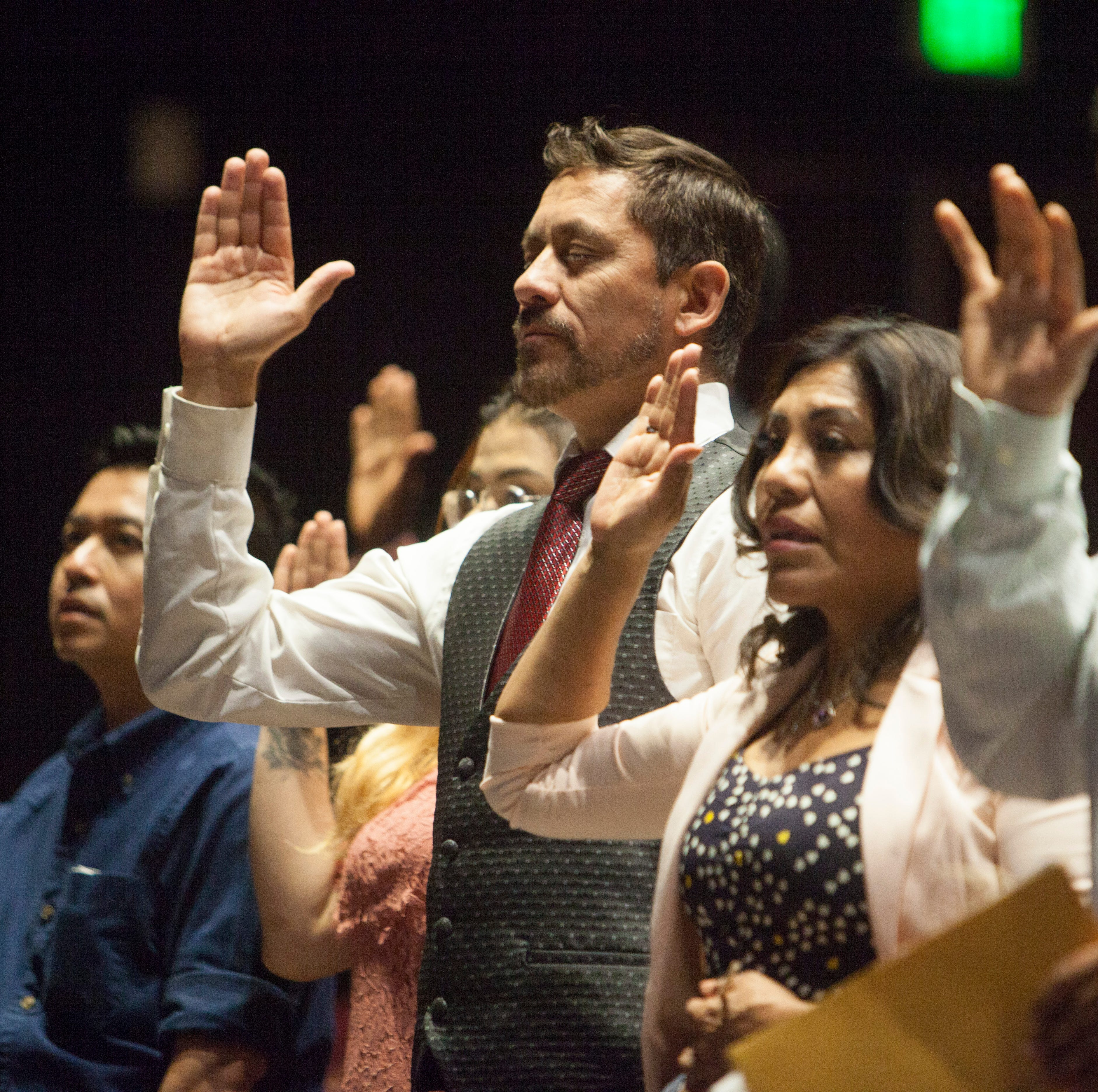New U.S. citizens sworn in during naturalization ceremony at Dixie State University