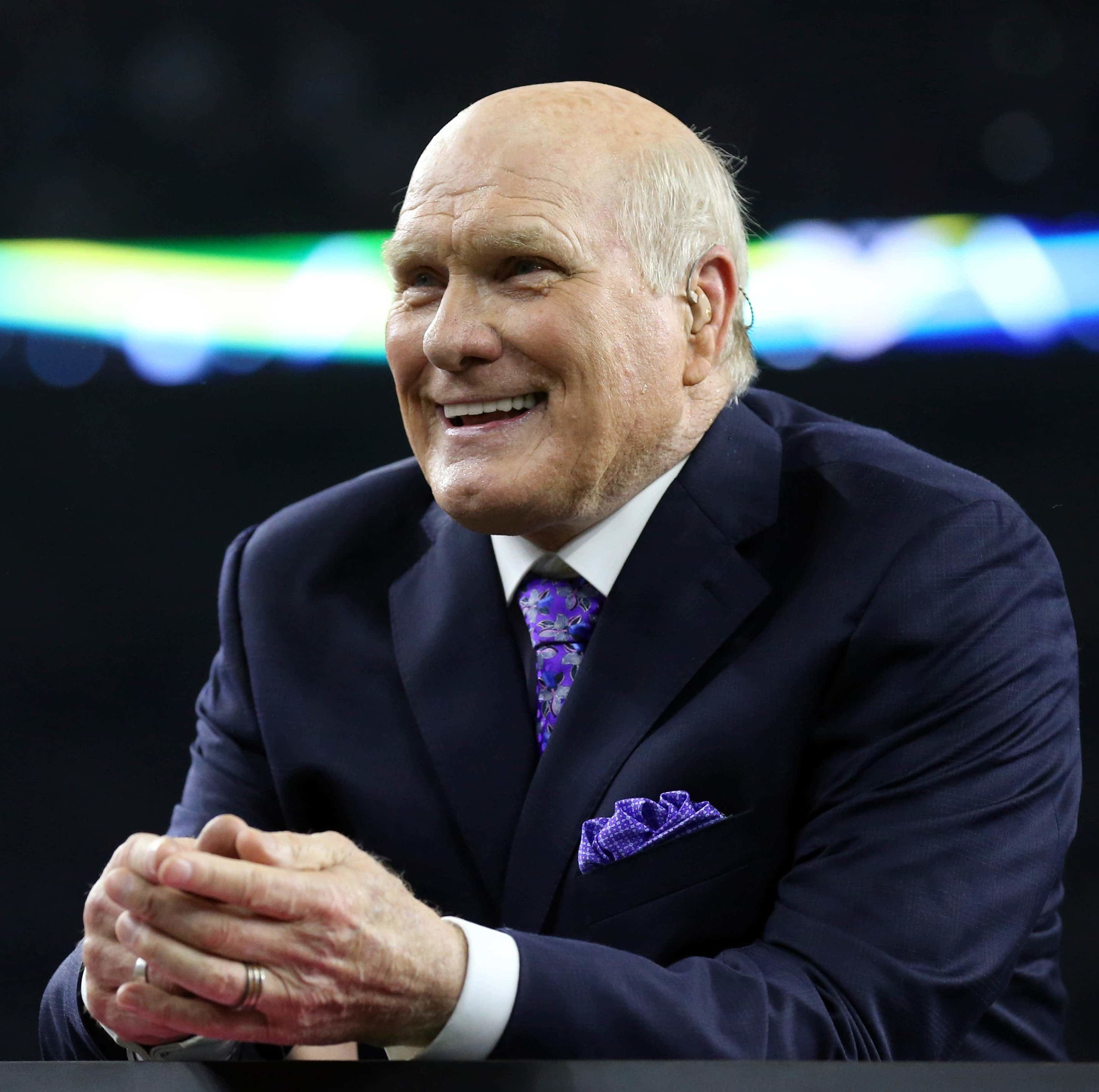 Terry Bradshaw apologizes for 'offensive' remark about Ken Jeong's background