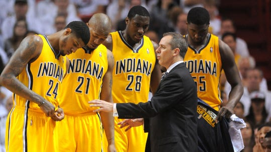 Frank Vogel address his players while with the Pacers.
