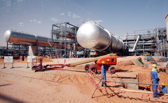 Workers at at Khurais oil field, about 160 km from Riyadh, Kingdom of Saudi Arabia in June 2008.