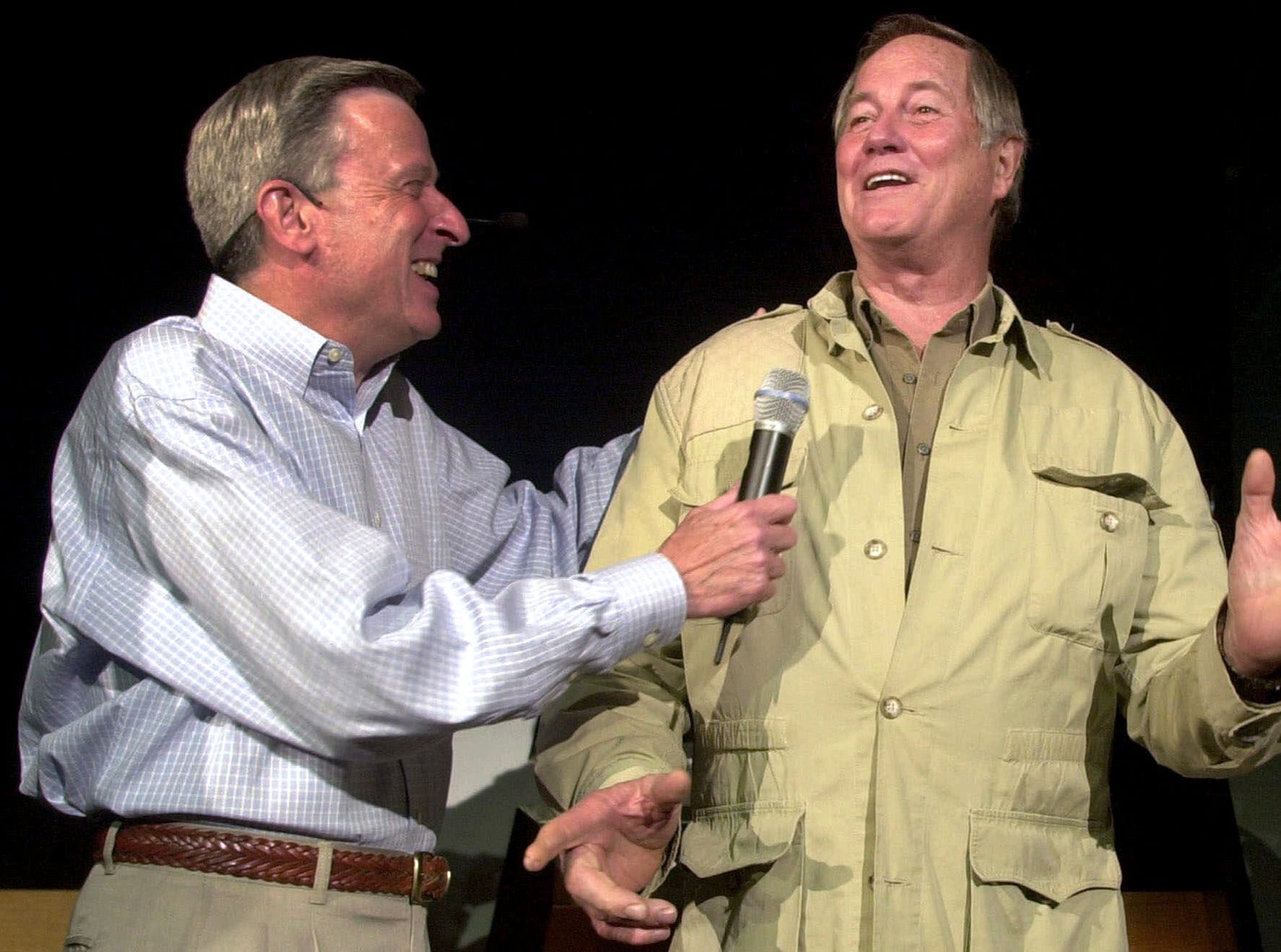 """In this Aug. 28, 2001, file photo, Mutual of Omaha's John Hildenbiddle, left, talks with former nature television show """"Wild Kingdom"""" co-host Jim Fowler in Omaha, Neb. Fowler died Wednesday, May 8, 2019, at his home in Norwalk, Conn. He was 89."""
