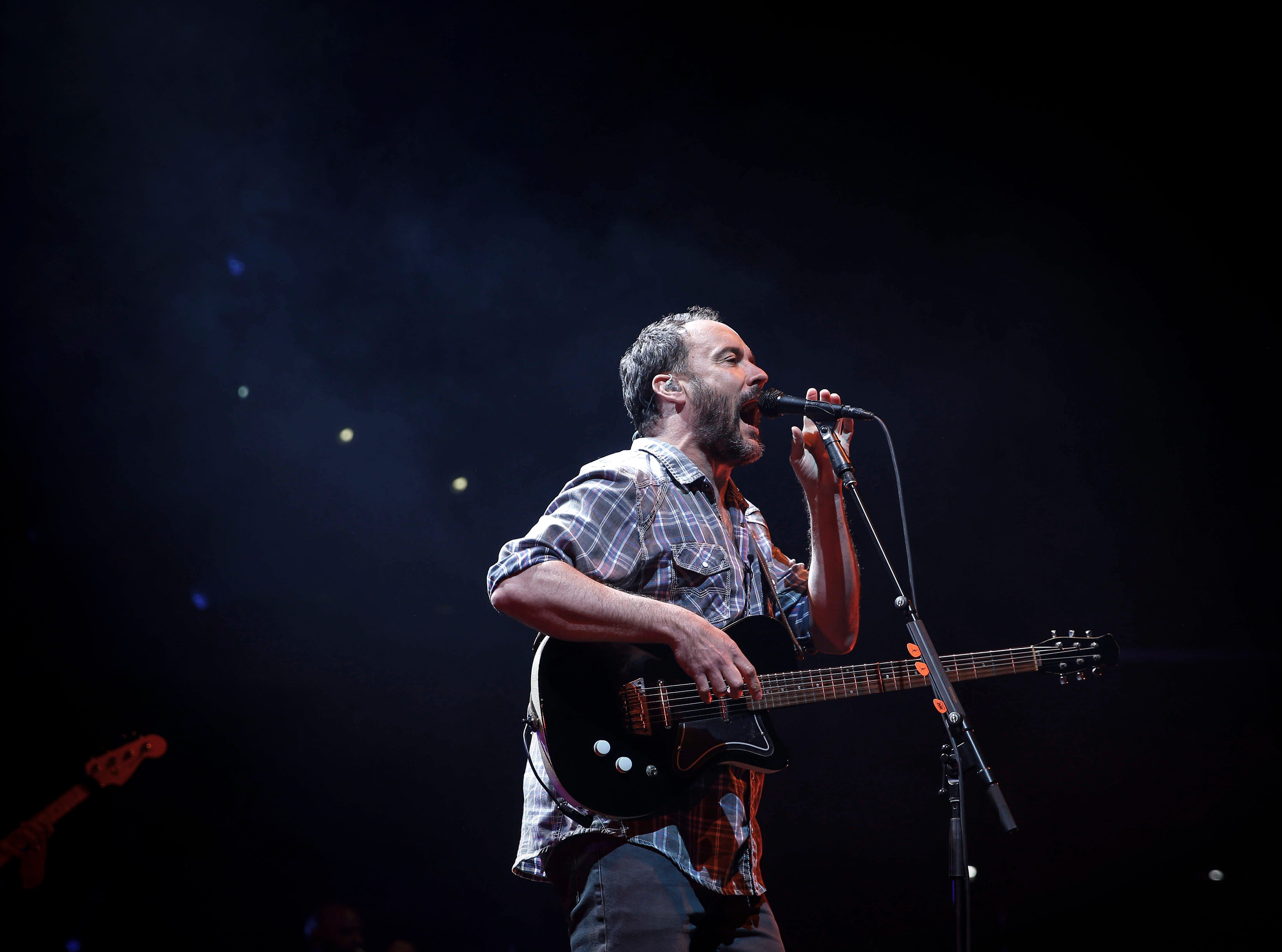 Dave Matthews performs for a packed Wells Fargo Arena in Des Moines on Tuesday, May 14, 2019.