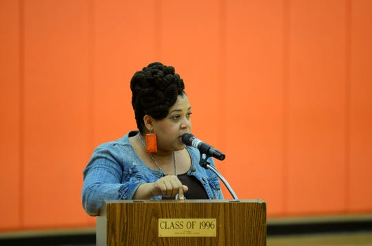 Arianna Howard said Tuesday before the Mansfield School Board that the community overwhelmingly supports Stan Jefferson to be the district's next superintendent.