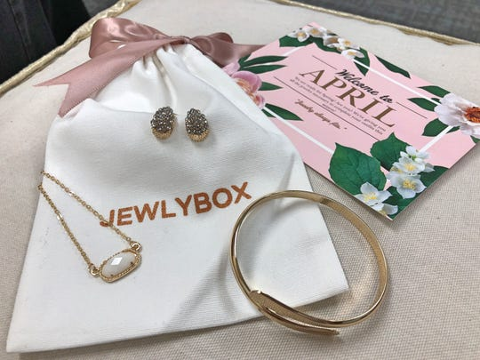 This is the Jewlybox that subscribers received for the month of April. It came with earrings, a necklace, a bracelet and a letter from company founder and CEO Katie Schimmel.