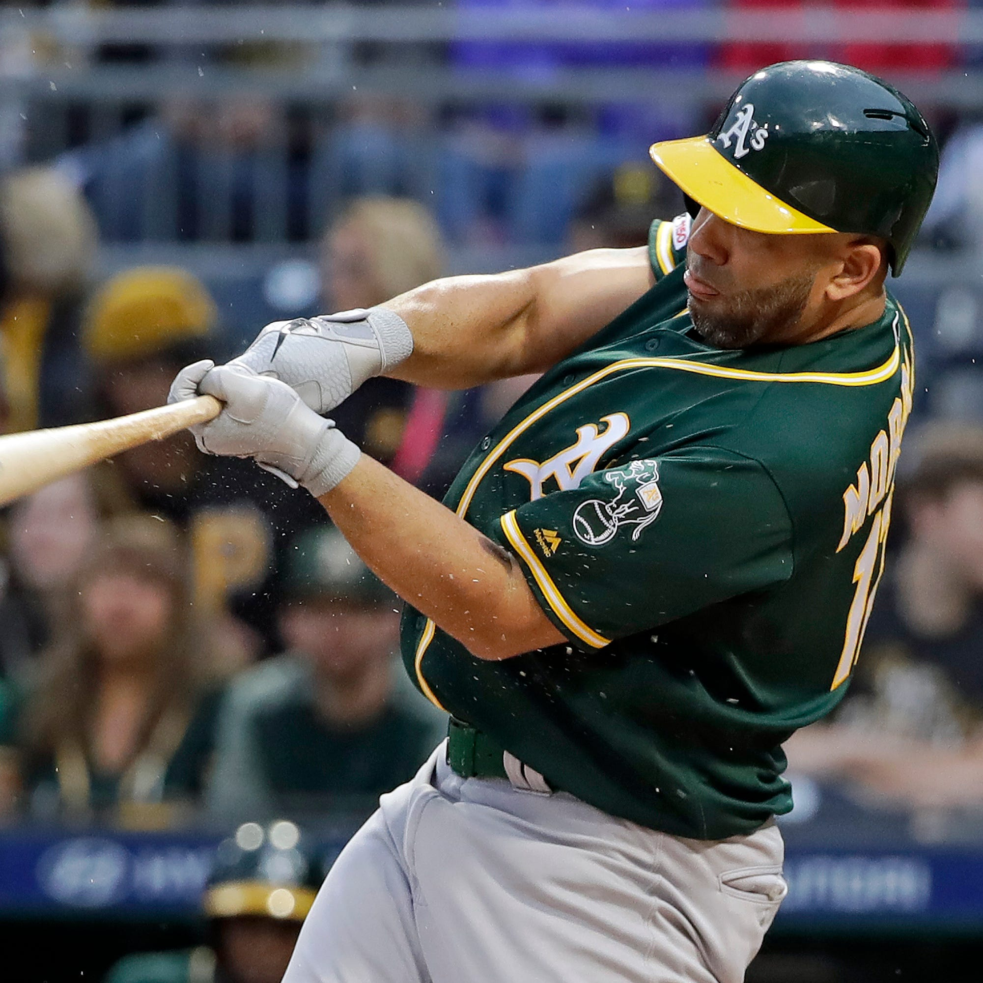 New York Yankees acquire Kendrys Morales from the Oakland A's