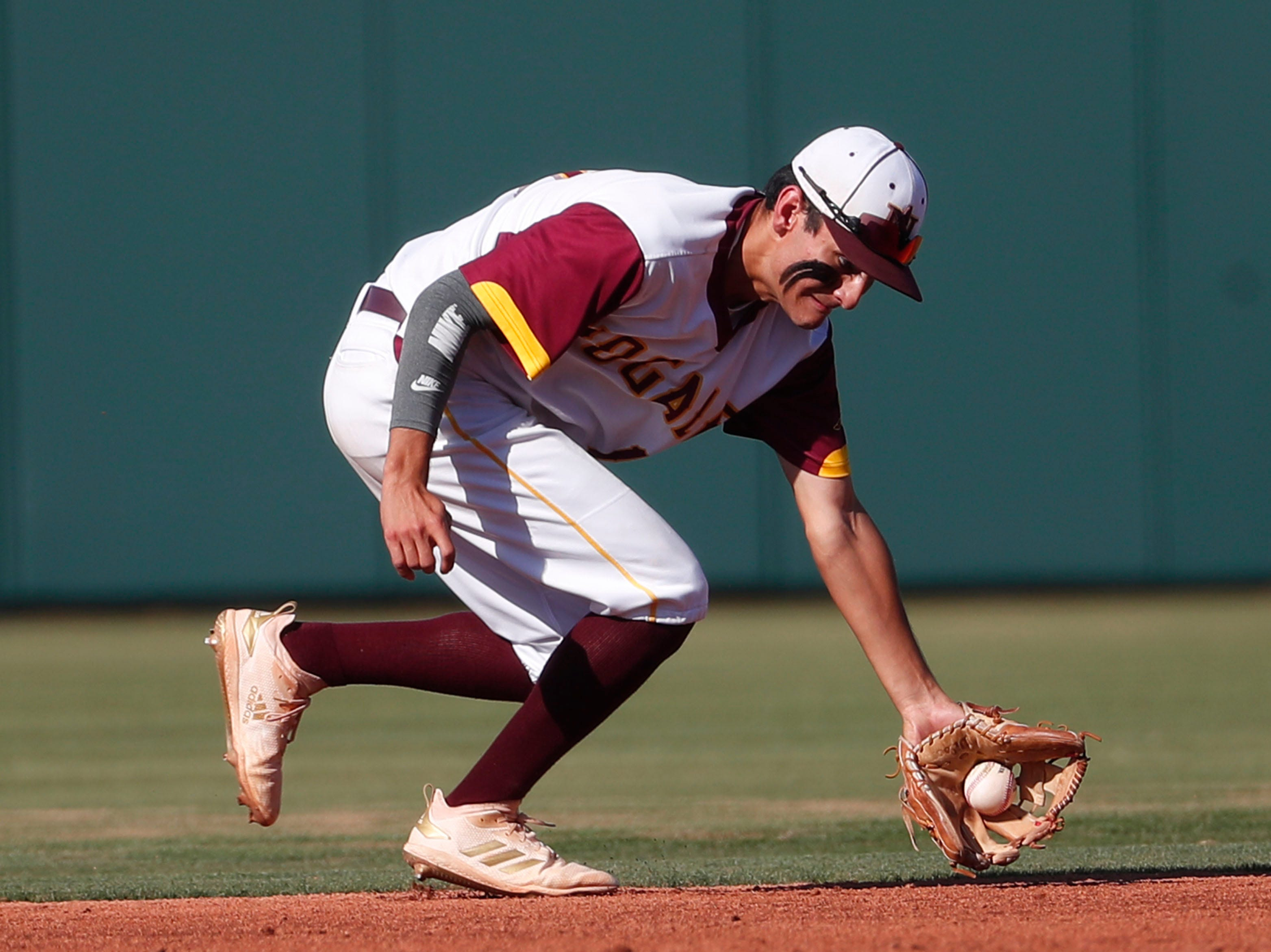Nogales shortstop Jorge Bojorquez (10) fields a ground ball against Horizon during the 5A State Baseball Championship in Tempe, Ariz. May 14, 2019.