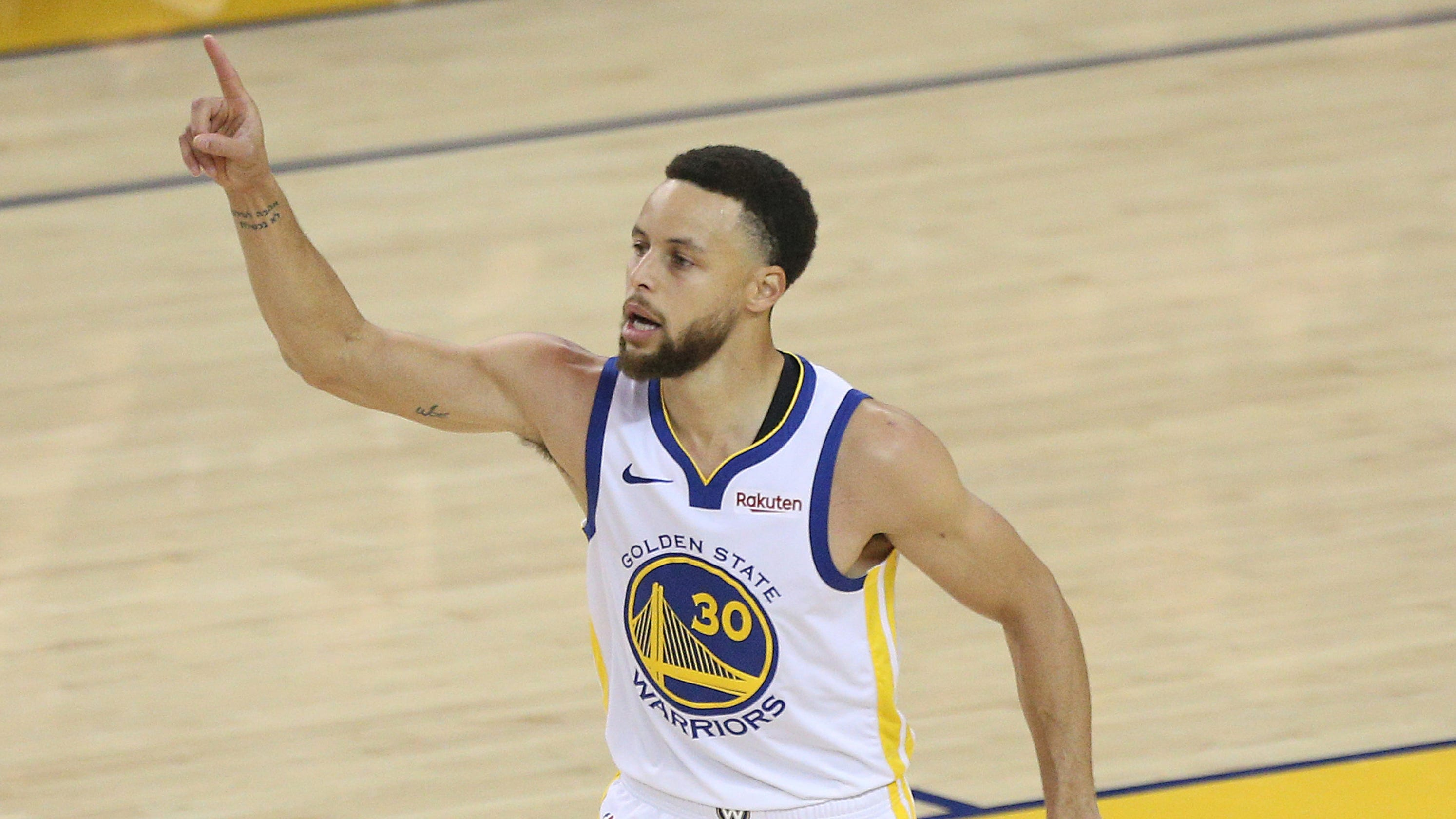 b8e1a775cfb3 NBA playoffs  Steph Curry nearly unstoppable as Warriors win Game 1