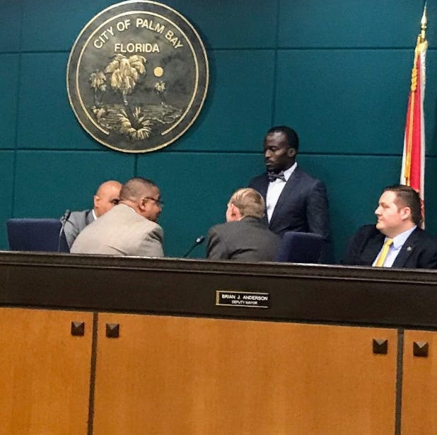 Propriety of pre-meeting huddle of Palm Bay City Council members questioned