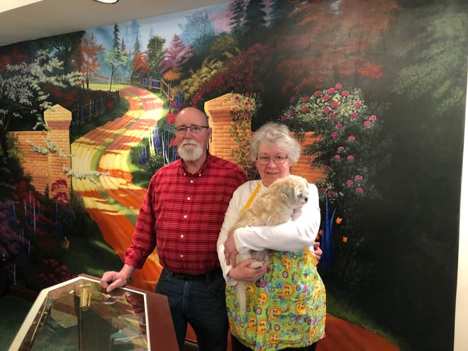 Trinkets & Treasures owners Bob and Linda Schneider will close the doors of the business at 47 S. Main St. in the coming days.