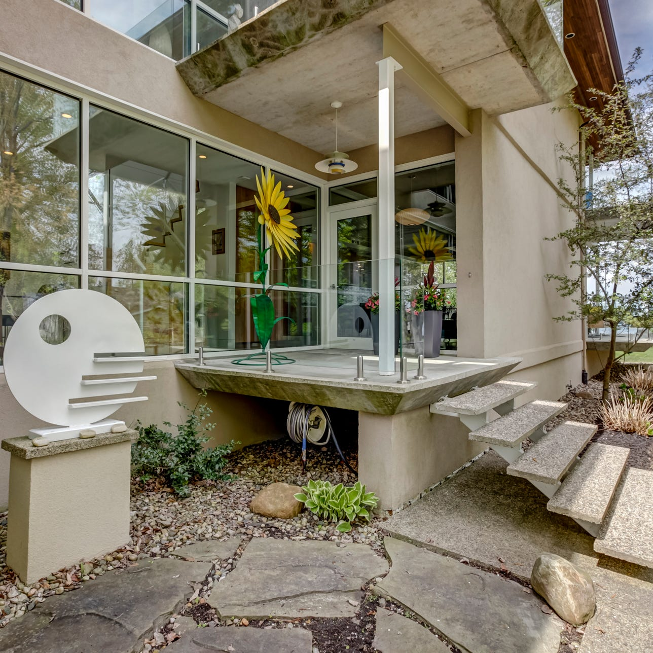 Cool Spaces: Strawberry Lake home an experiment in concrete, glass and steel