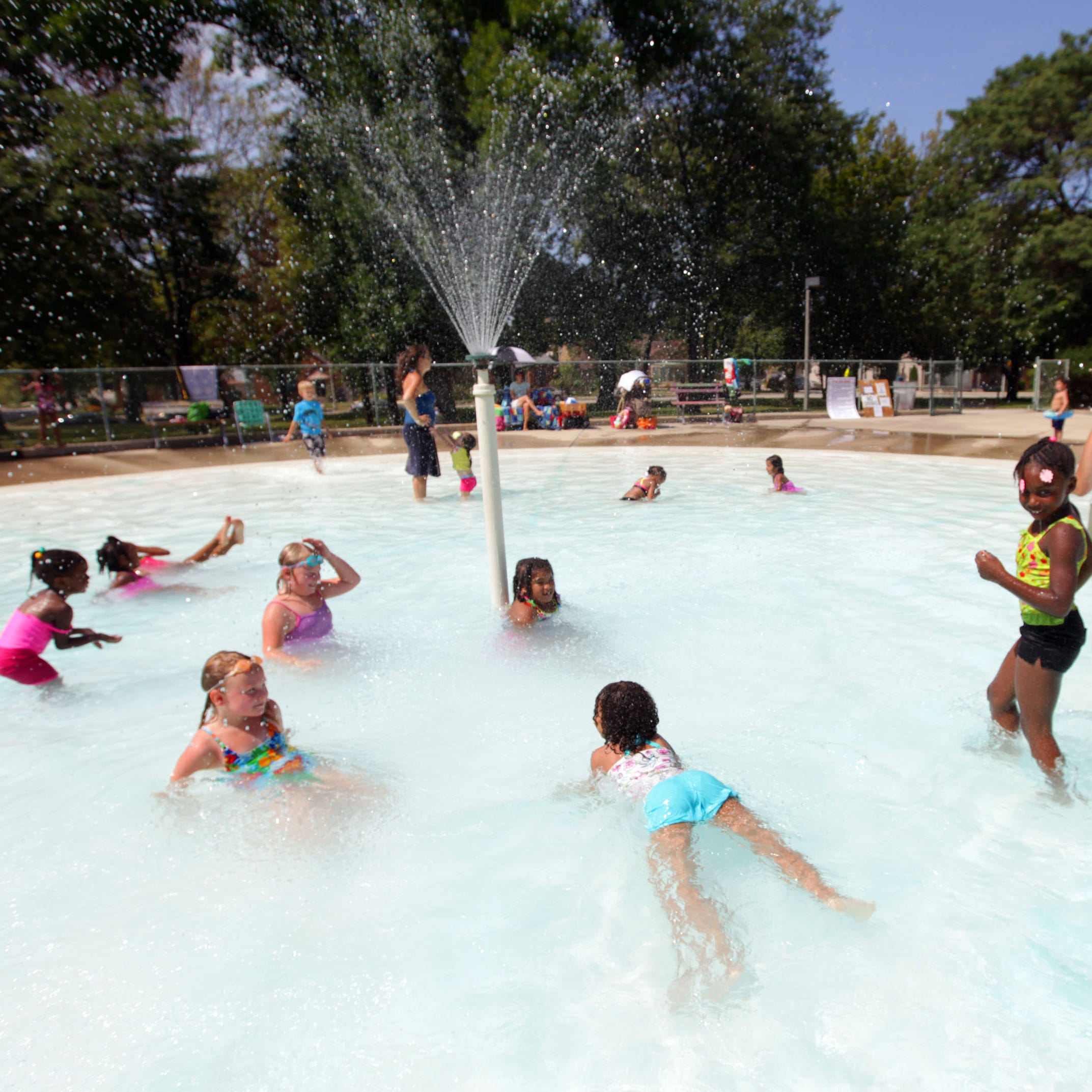 2019 guide to pools, wading pools and splash pads in the Milwaukee area